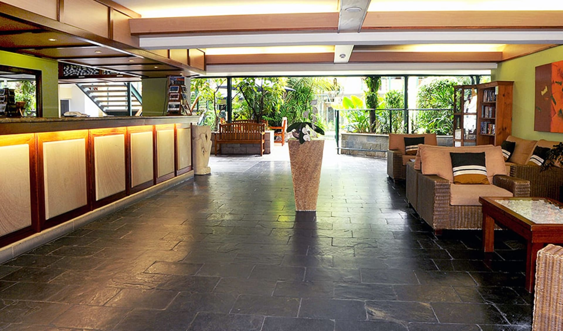 Bay Village Tropical Retreat in Cairns: Cairns_bay-village-tropical_lobby