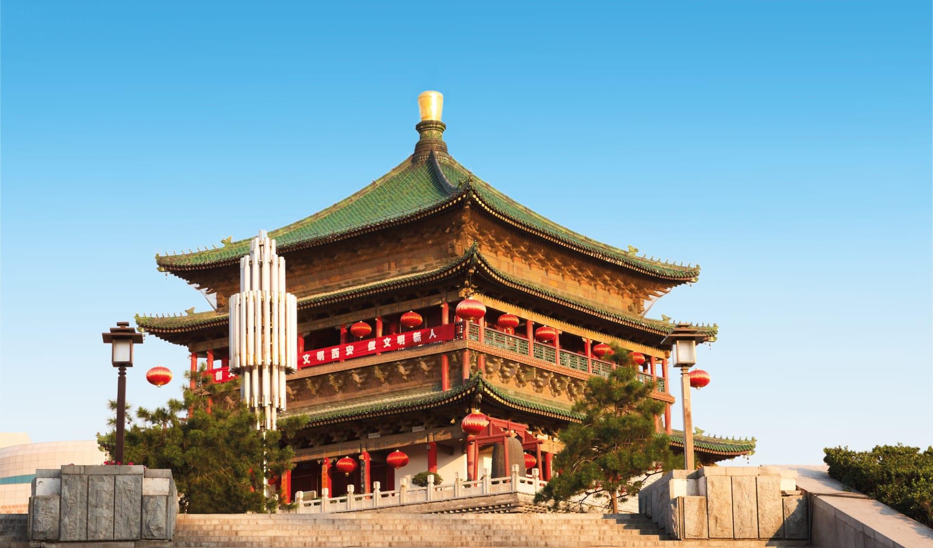 Gruppenreise über das Dach der Welt ab Shanghai: Chian_Xian_Glockenturm_shutterstock_28551752_NataliyaHora