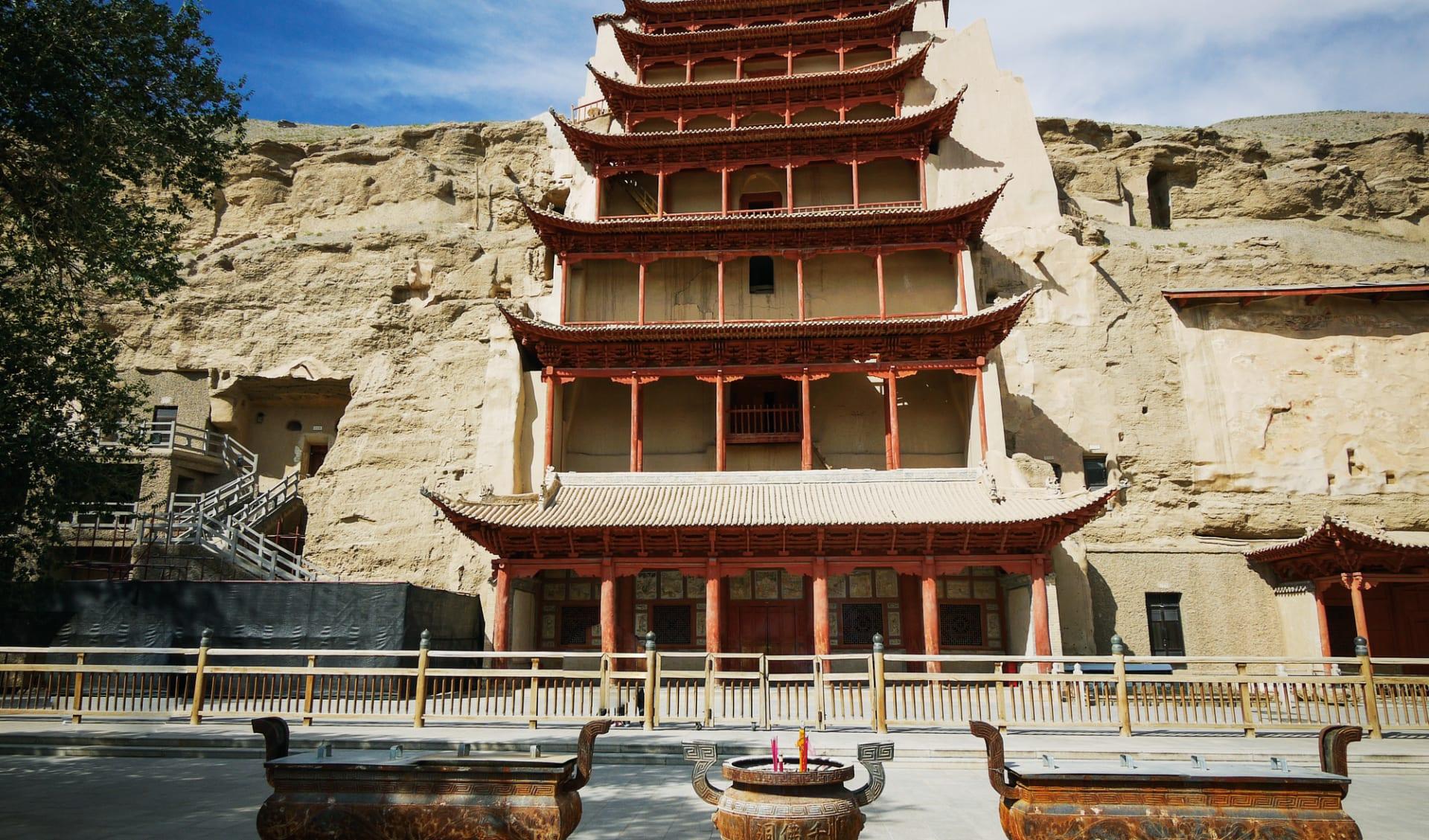Erlebnis Seidenstrasse ab Kashgar: China_Dunhuang_Tempel_Seidenstrasse_shutterstock_111501836_dfrauchiger