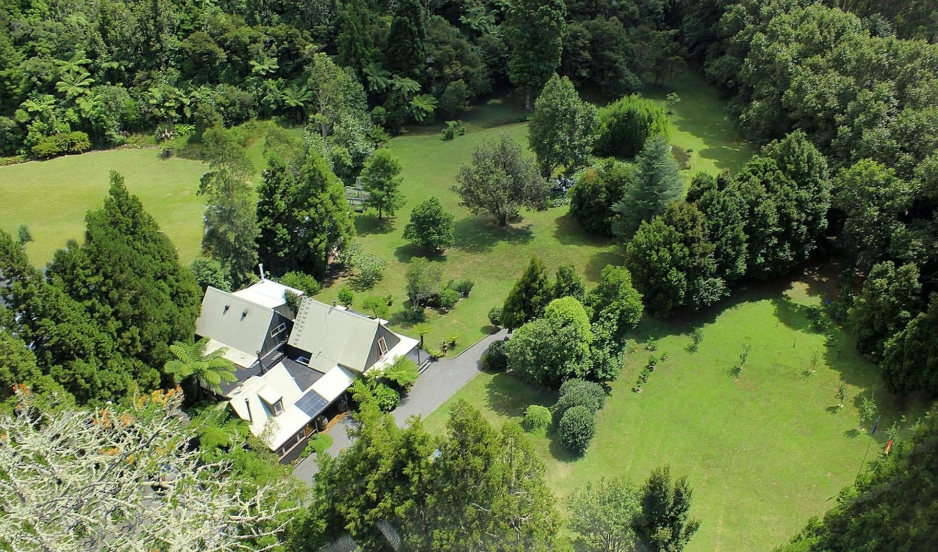 Bushland Park Lodge in Whangamata:  2 Bushland Park Lodge & Retreat air 2014 ss