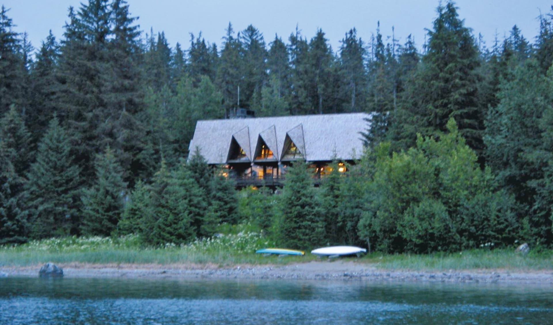 Glacier Bay Lodge in Glacier Bay National Park:  2011_084_01_glacier bay lodge