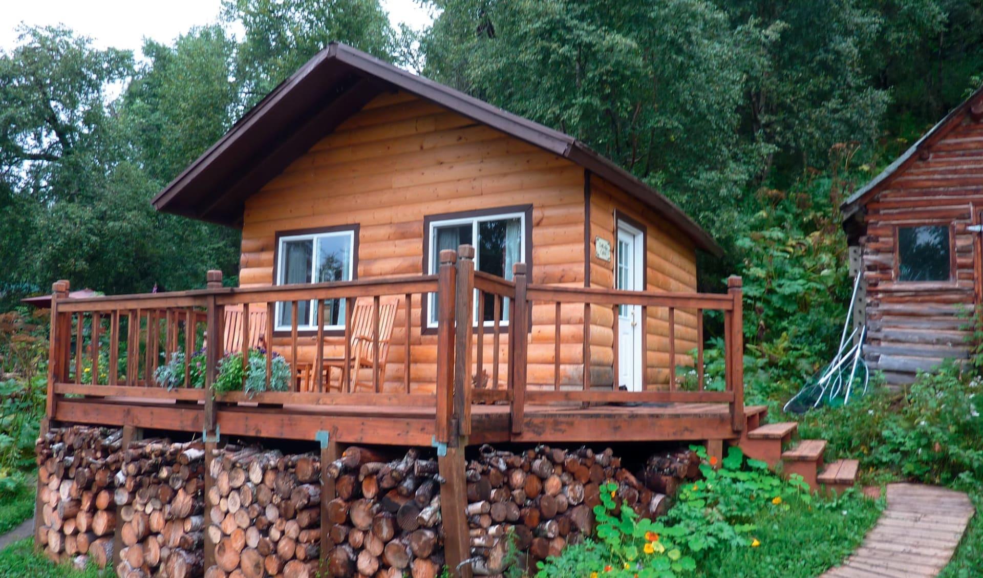 Redoubt Bay Lodge:  2016_083_01_Redoubt Bay Lodge Trailside Cabin
