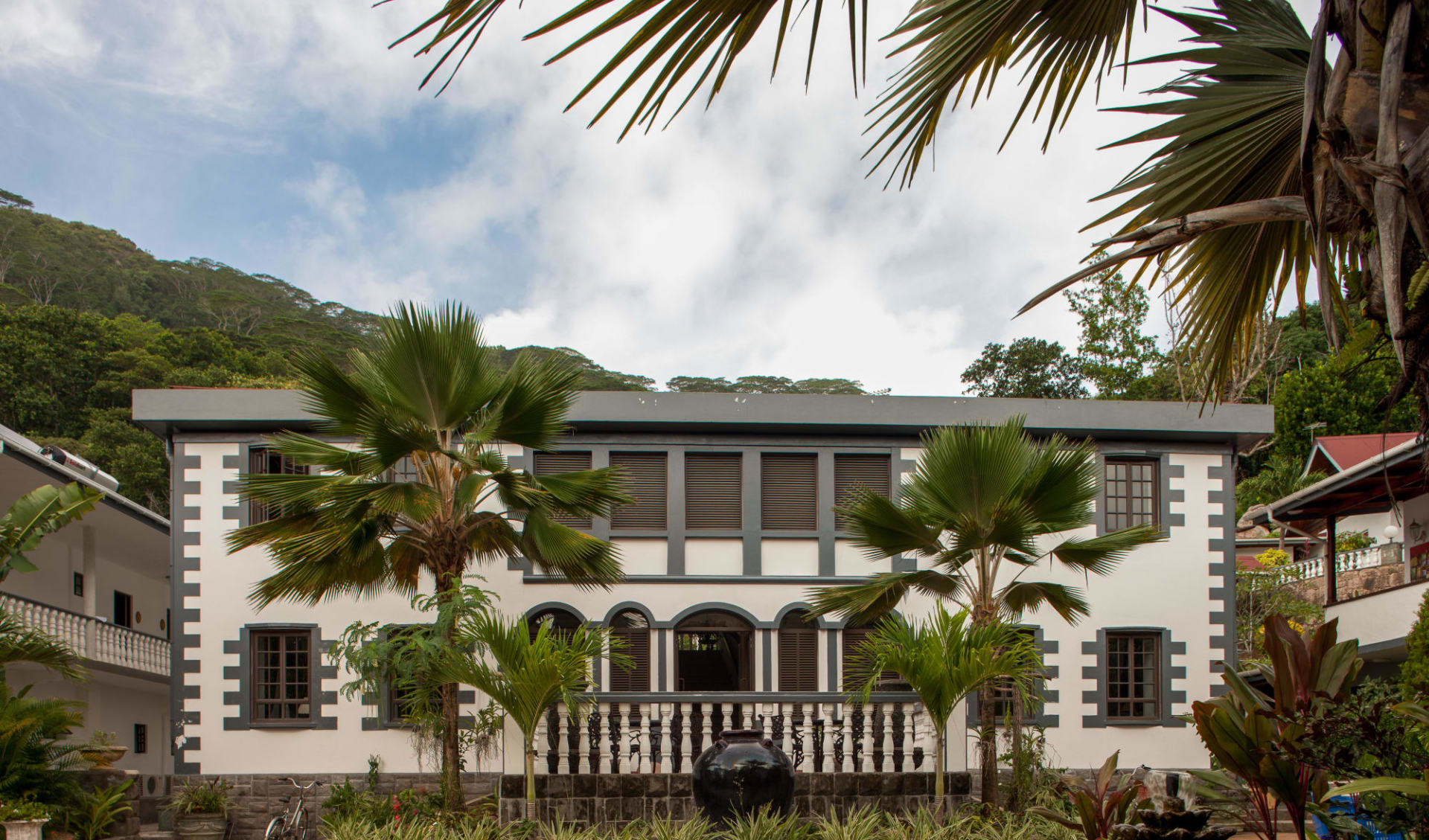 Chateau St. Cloud in La Digue:
