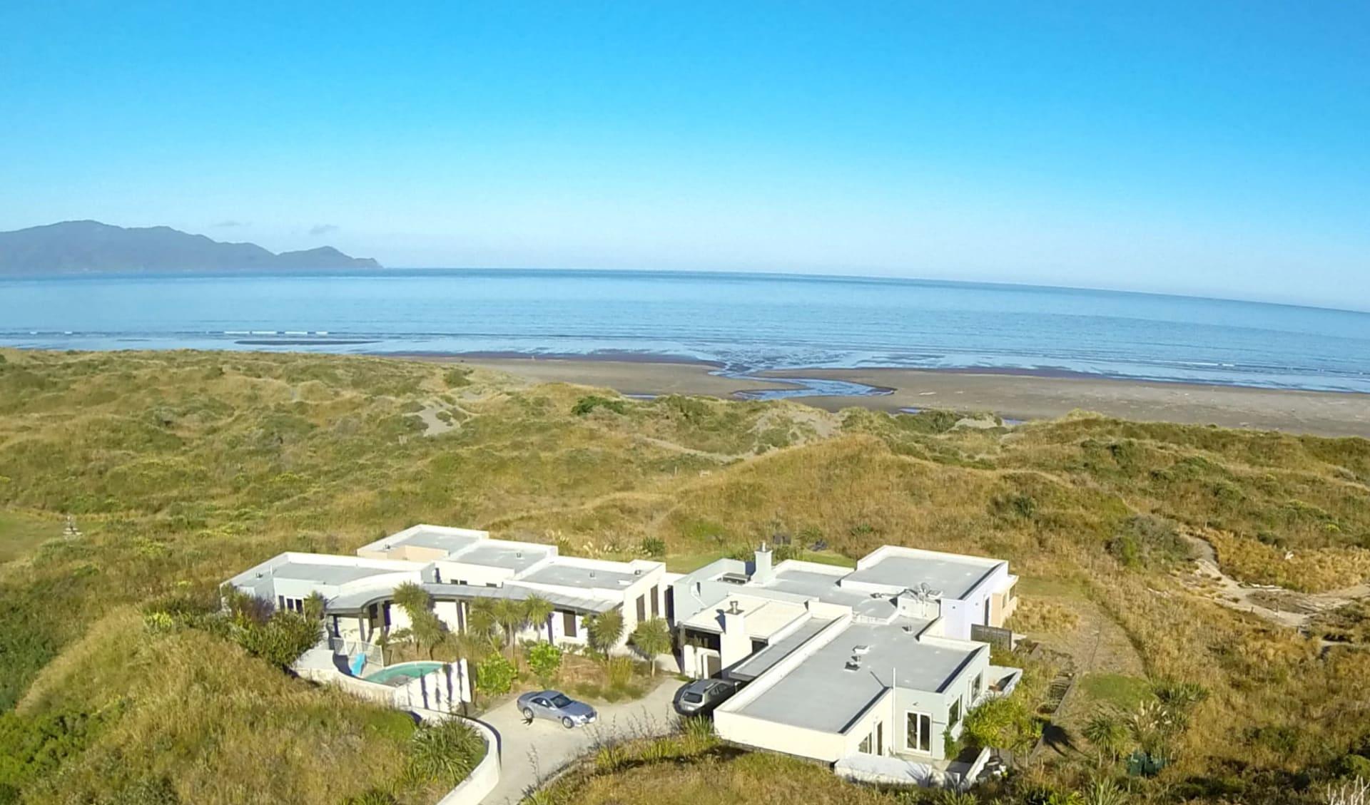 Atahuri in Peka Peka: Exterior Atahuri Neuseeland - Geb�ude von oben cAtahuri