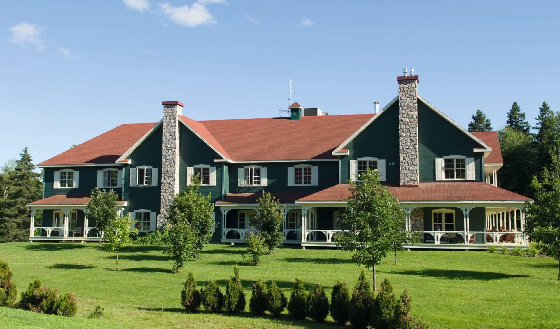 Le Baluchon Eco Resort in Saint Paulin:  Auberge Du Baluchon Sicht auf Haupthaus