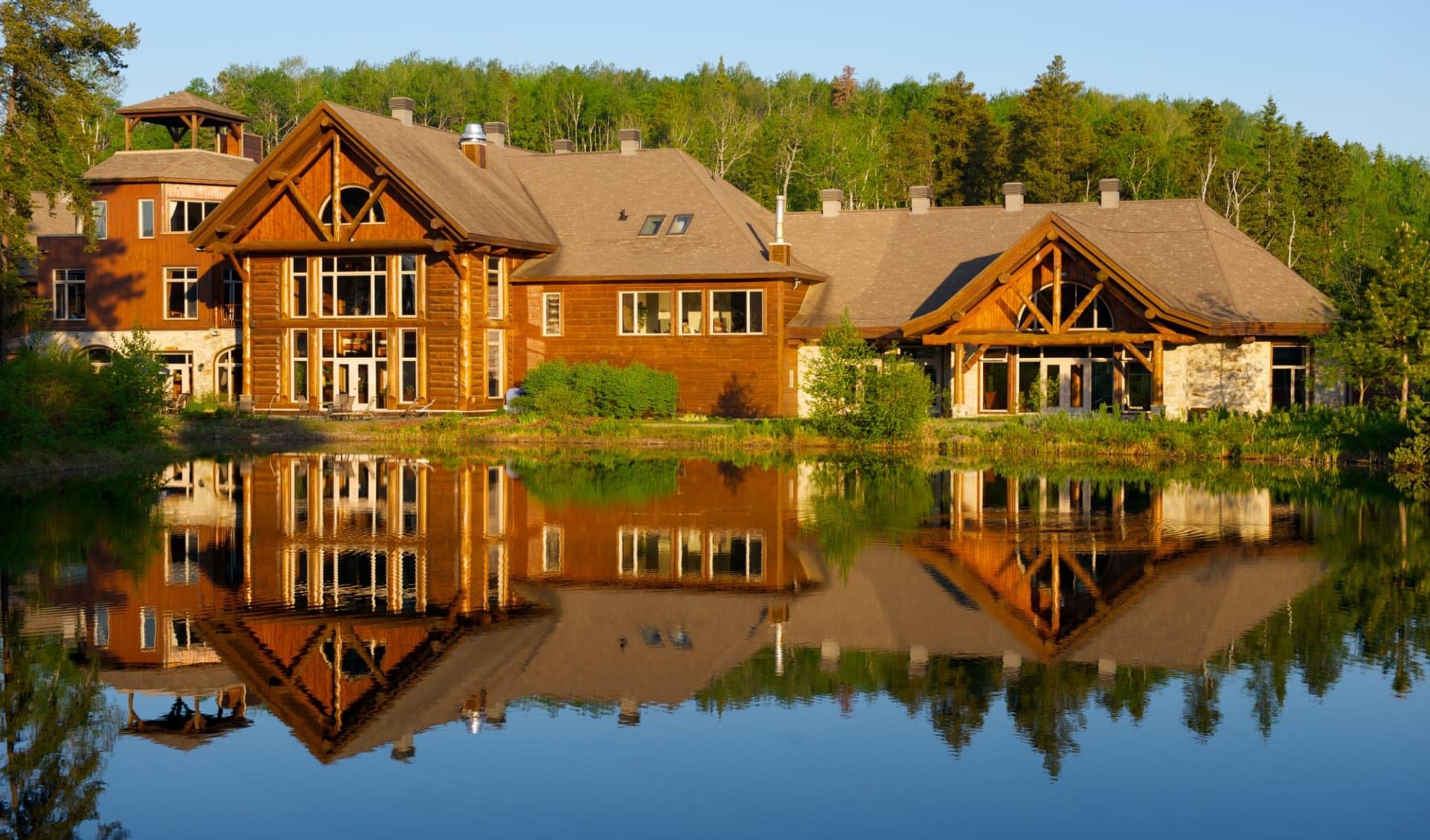 Auberge du Lac Taureau - Hôtellerie Châmpêtre in Saint Michel des Saints: exterior_Auberge du Lac Taureau - Hotellerie Champètre_Summer