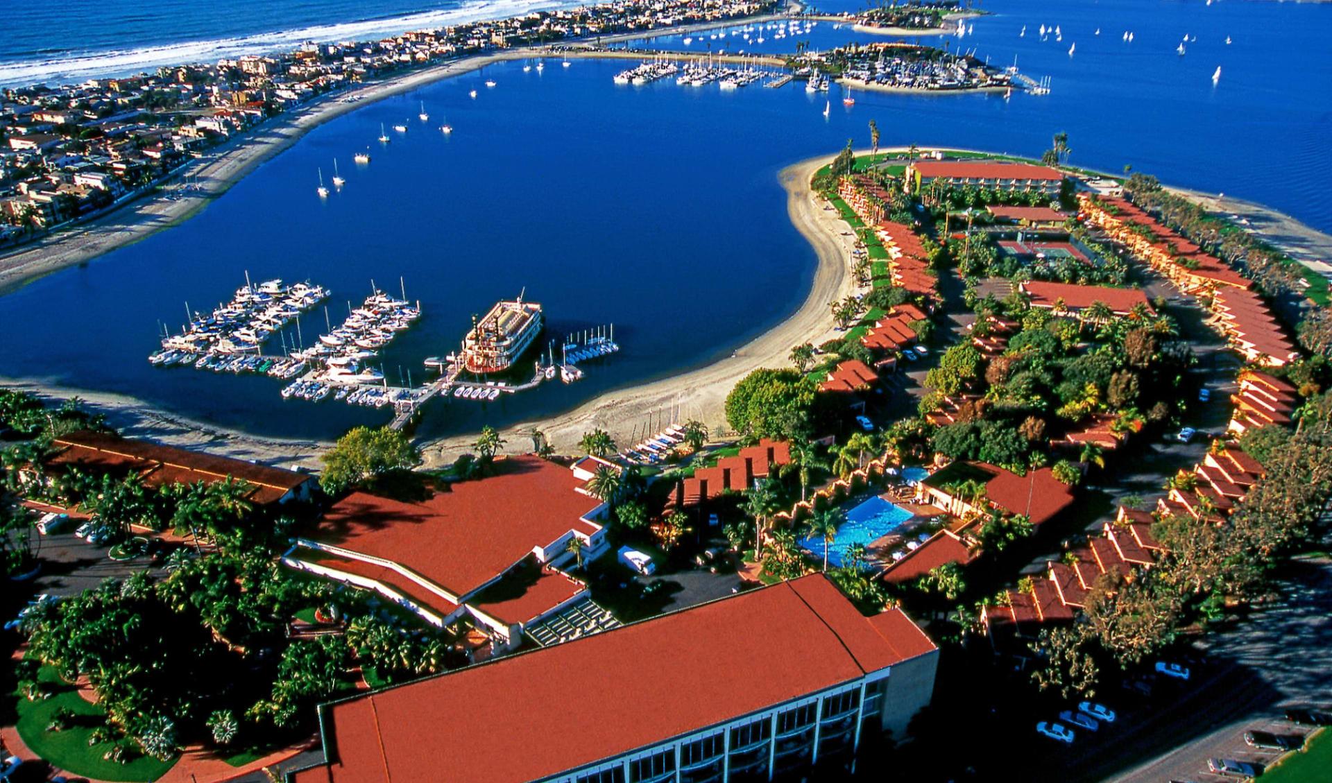 Bahia Resort Hotel in San Diego: Exterior_Bahia Resort_Aussenansicht von oben_ATI