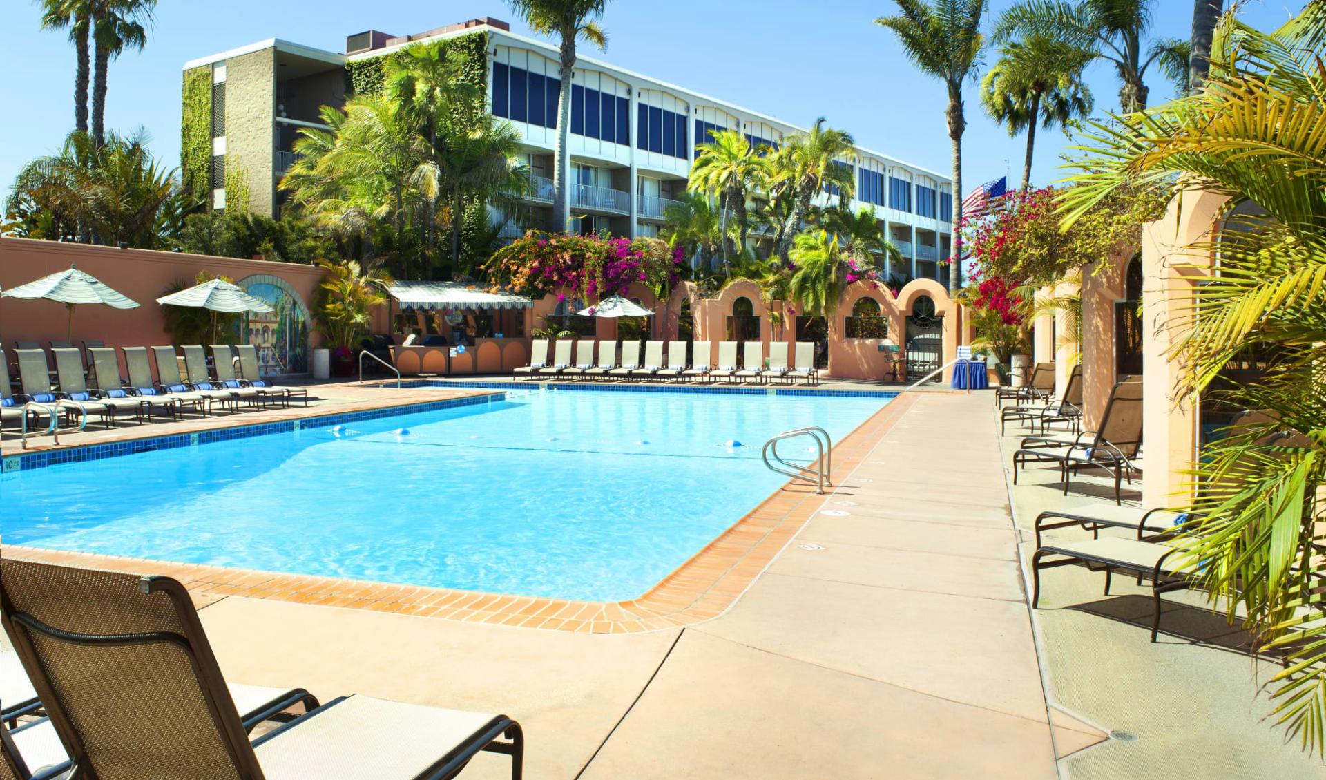 Bahia Resort Hotel in San Diego: Exterior_Bahia Resort_Aussenpool_ATI