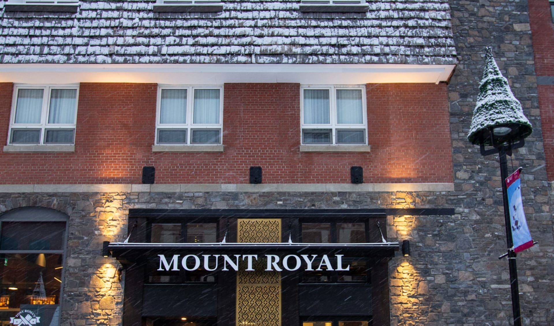 Mount Royal Hotel in Banff: Exterior_Banff Mount Royal Hotel_Aussenansicht 2_Jonview