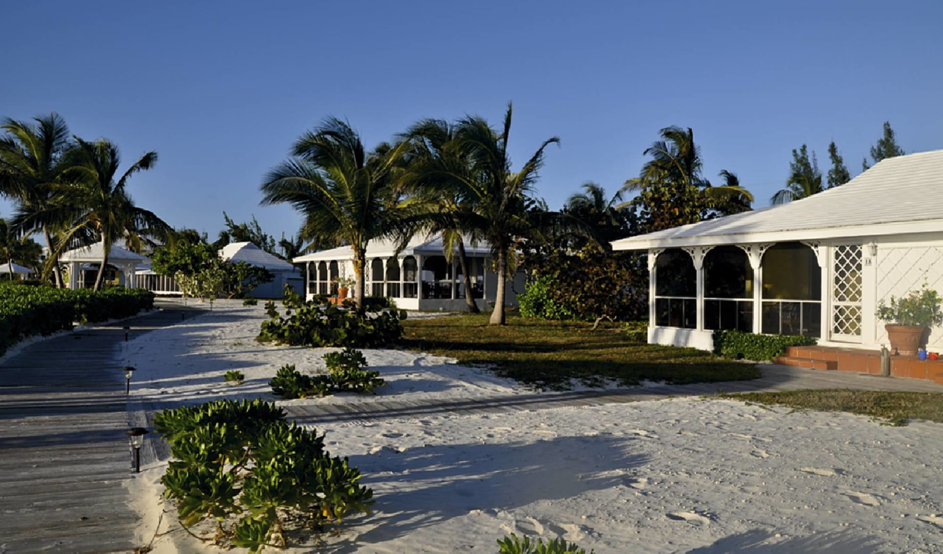 Cape Santa Maria Beach Resort: exterior cape santa maria beach resort strasse palmen