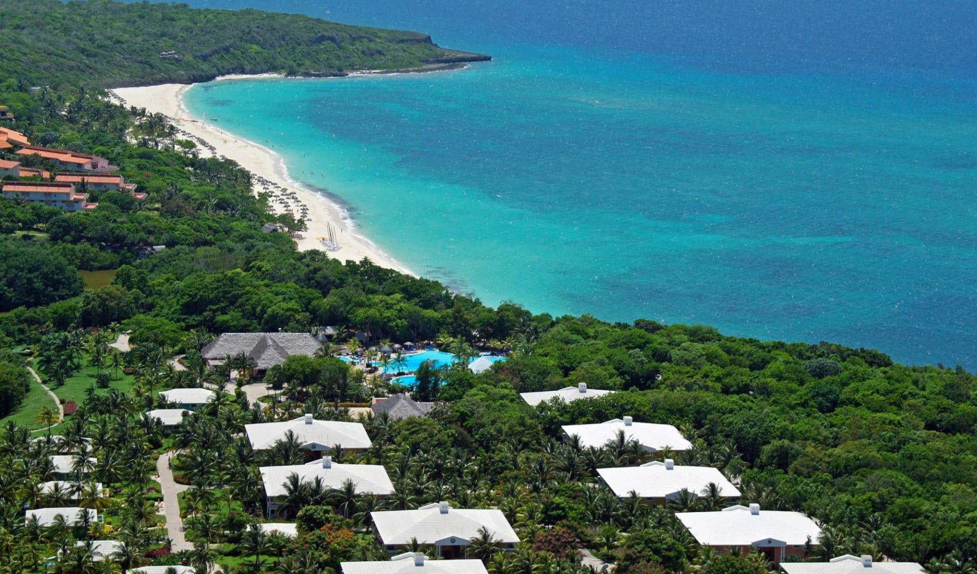 Paradisus Rio de Oro in Guardalavaca:  Exterior Paradisus Rio de Oro Kuba - Vogelperspektive C Melia Hotels