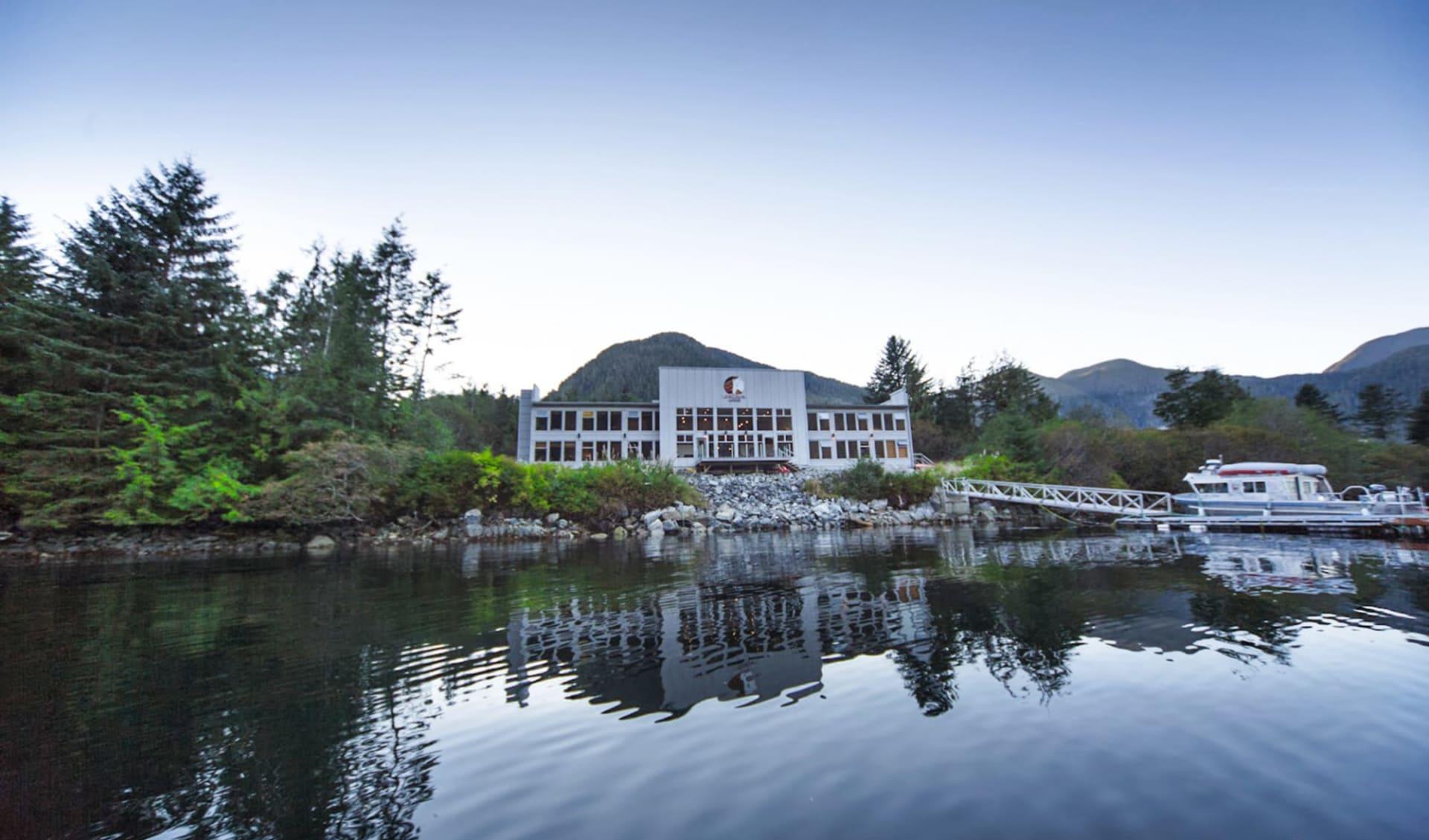 Bärenbeobachtung Spirit Bear Lodge ab Vancouver: exterior: Exterior_Spirit Bear Lodge