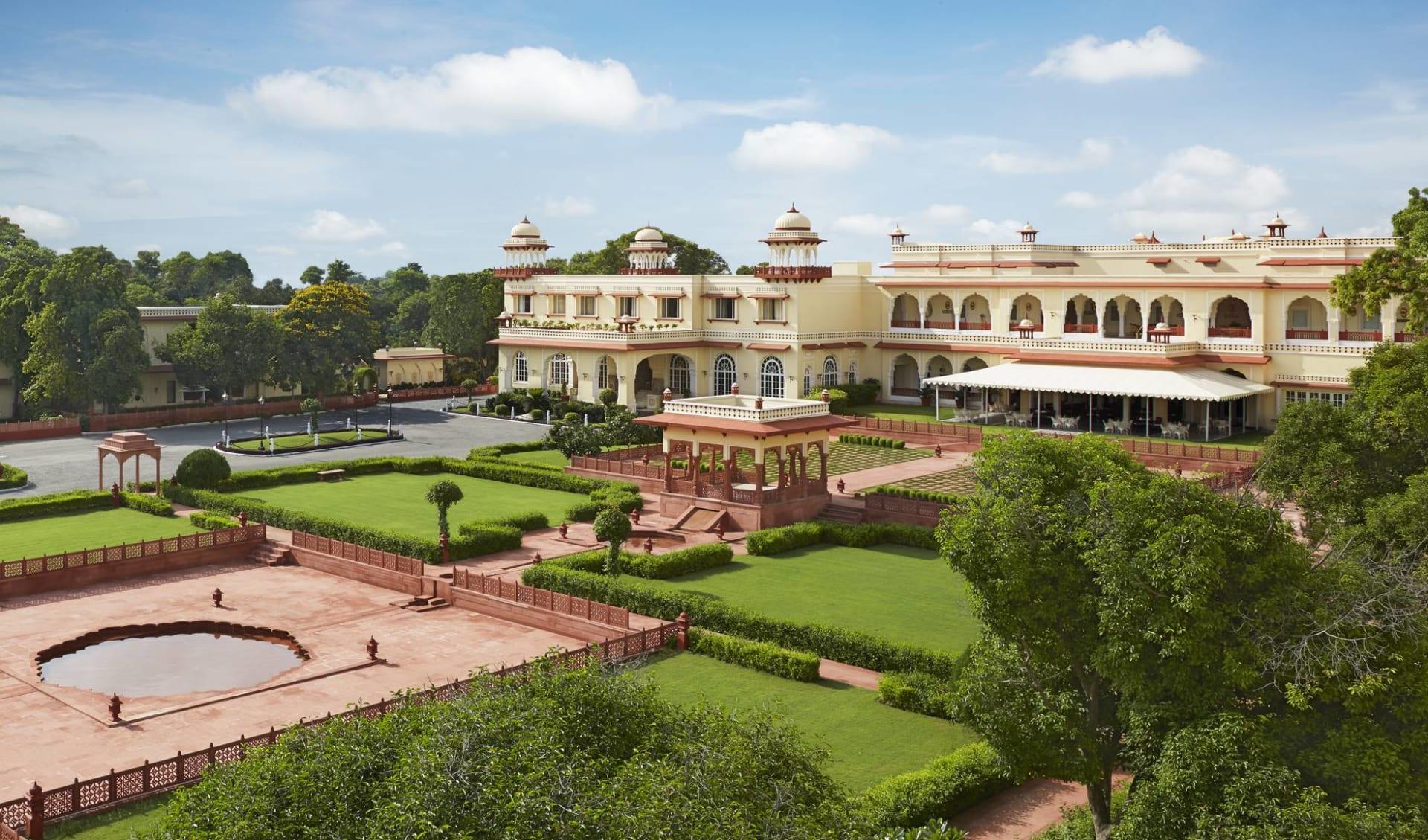 Jai Mahal Palace in Jaipur: Facade daylight