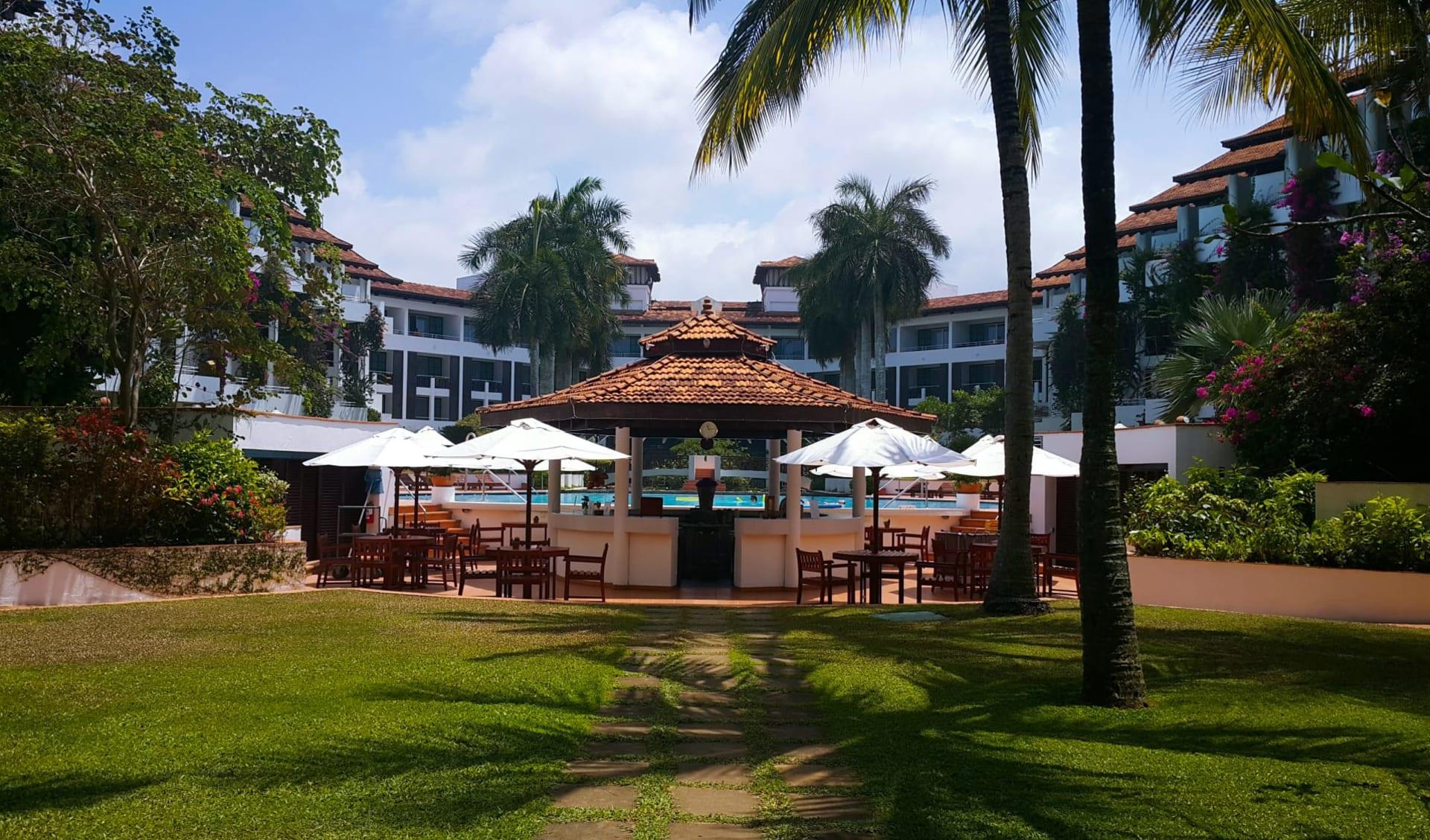 Lanka Princess in Beruwela: Garden and Pool