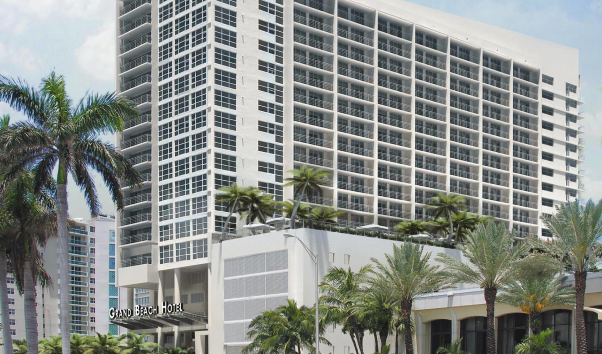Grand Beach Hotel in Miami Beach:  Grand Beach - Hotelansicht mit Palmen