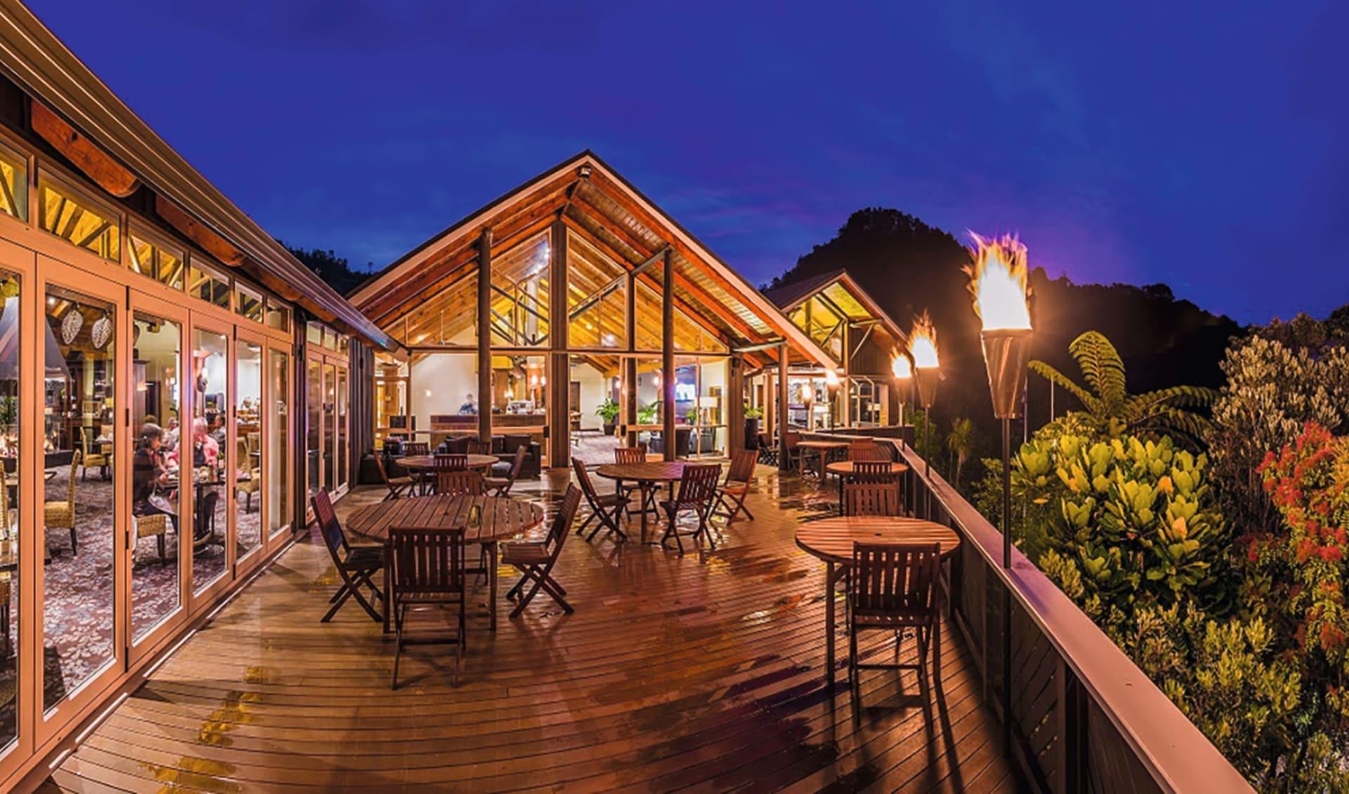 Grand Mercure Puka Park Resort in Pauanui: Exterior Grand Mercure Puka Park Resort Coromandel Neuseeland - Blick auf Resort und Restaurant von aussen 2017