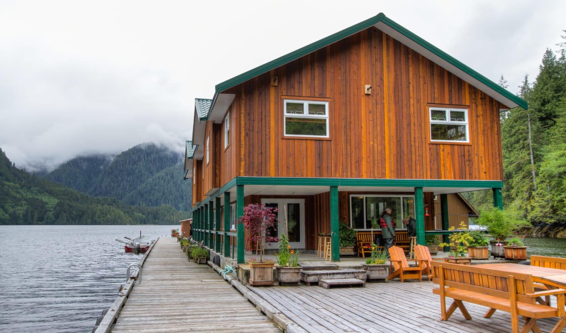 Bärenbeobachtung Great Bear Lodge 7 Tage ab Port Hardy: exterior: Great Bear Lodge - Lodge von aussen