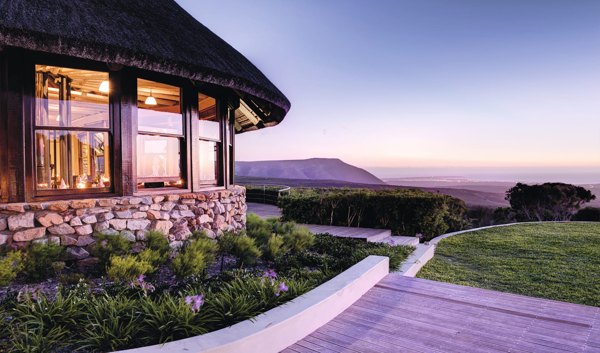 South Africa Exclusive 20 Tage ab Johannesburg: exterior Grootbos Private Nature Reserve Aussenansicht der Garden Lodge