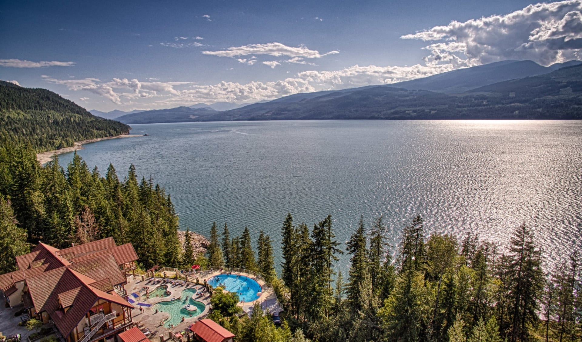 Halcyon Hot Springs Resort in Nakusp: Exterior_Halcyon Hot Springs Resort_Aussenansicht_Jonview