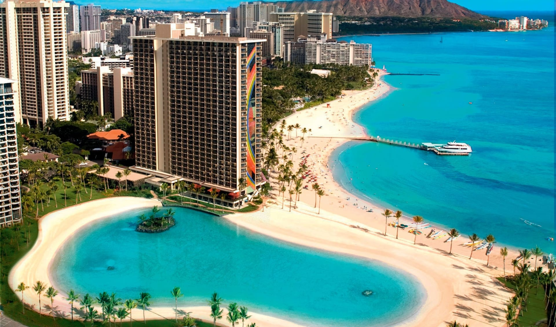 Hilton Hawaiian Village Beach Resort & Spa in Honolulu - Oahu: exterior hilton hawaiian village beach resort and spa hotelanlage strand