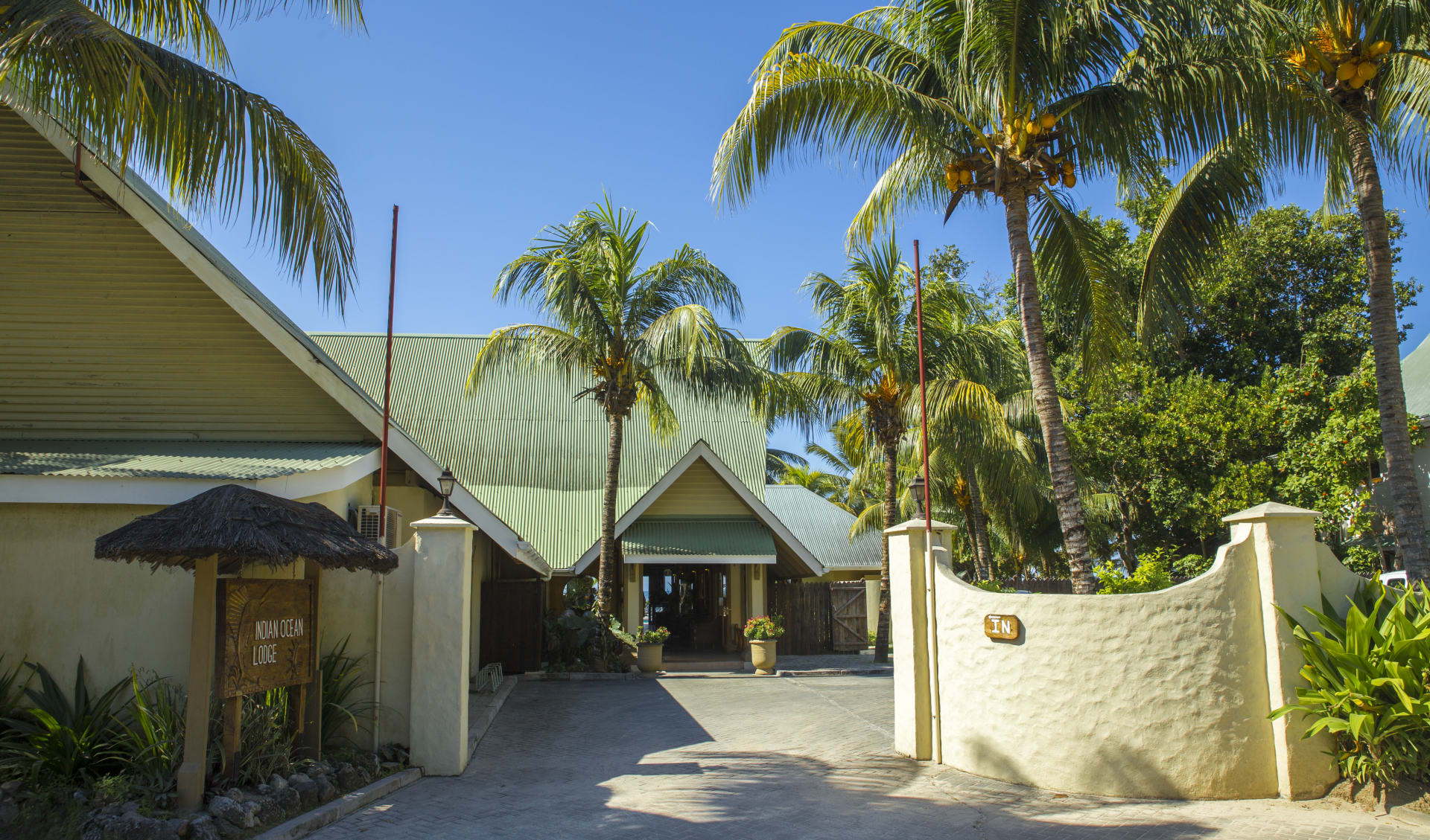 Indian Ocean Lodge in Praslin:  Hotel Entrance