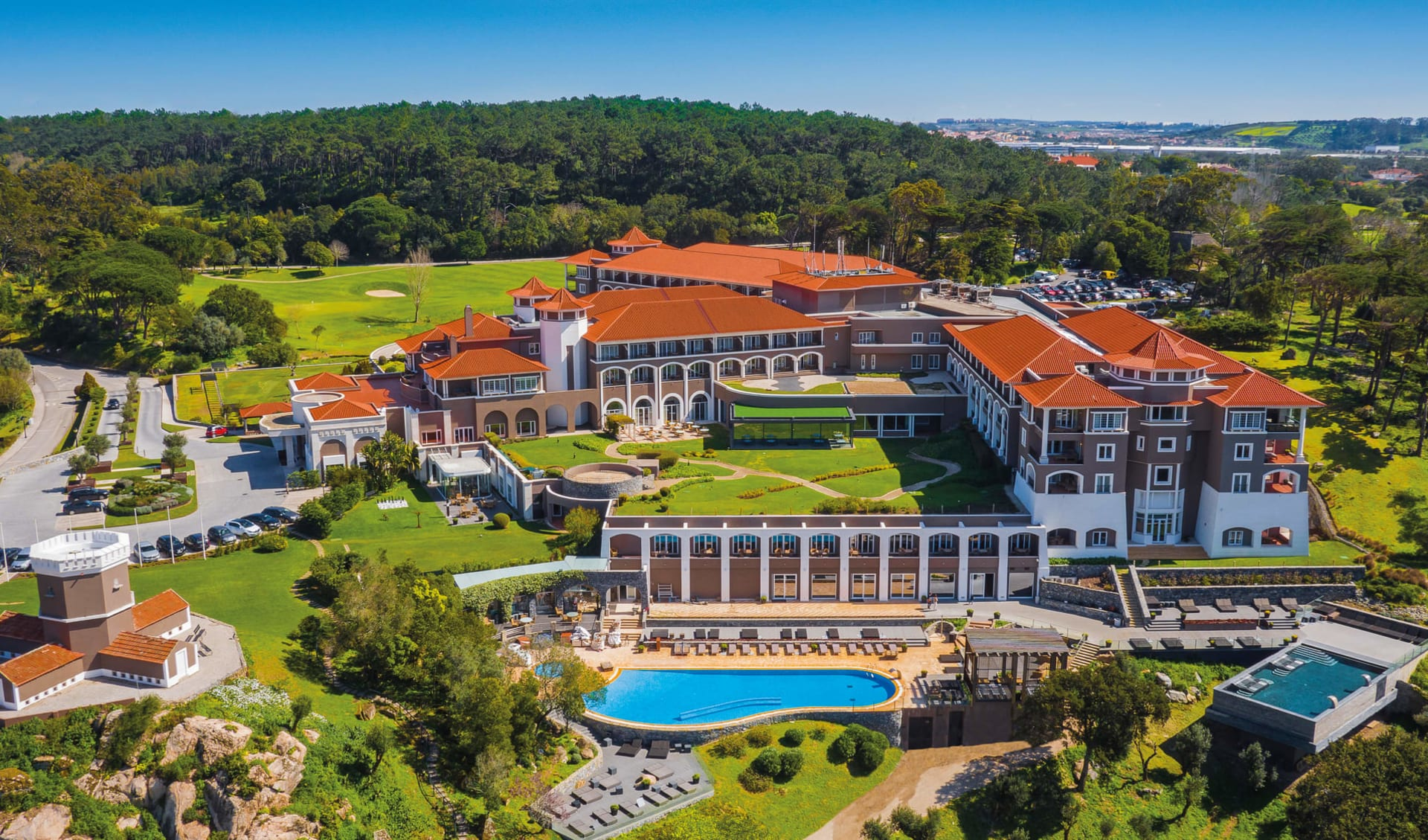 Hotel Penha Longa Resort & Spa in Lissabon: Hotel Penha Longa Resort & Spa - Blick über Anwesen