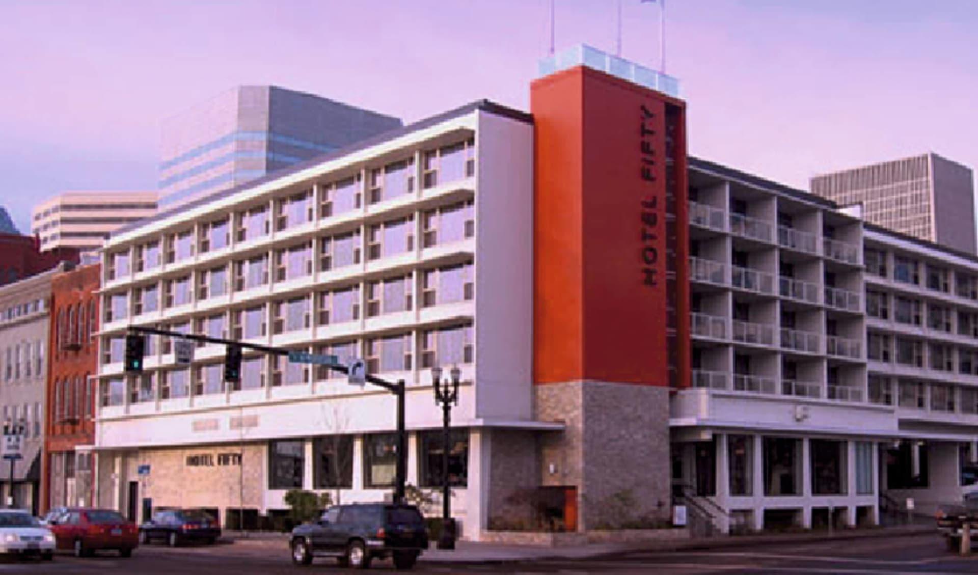 Hotel Rose in Portland: exterior hotel rose strassensicht parkplatz