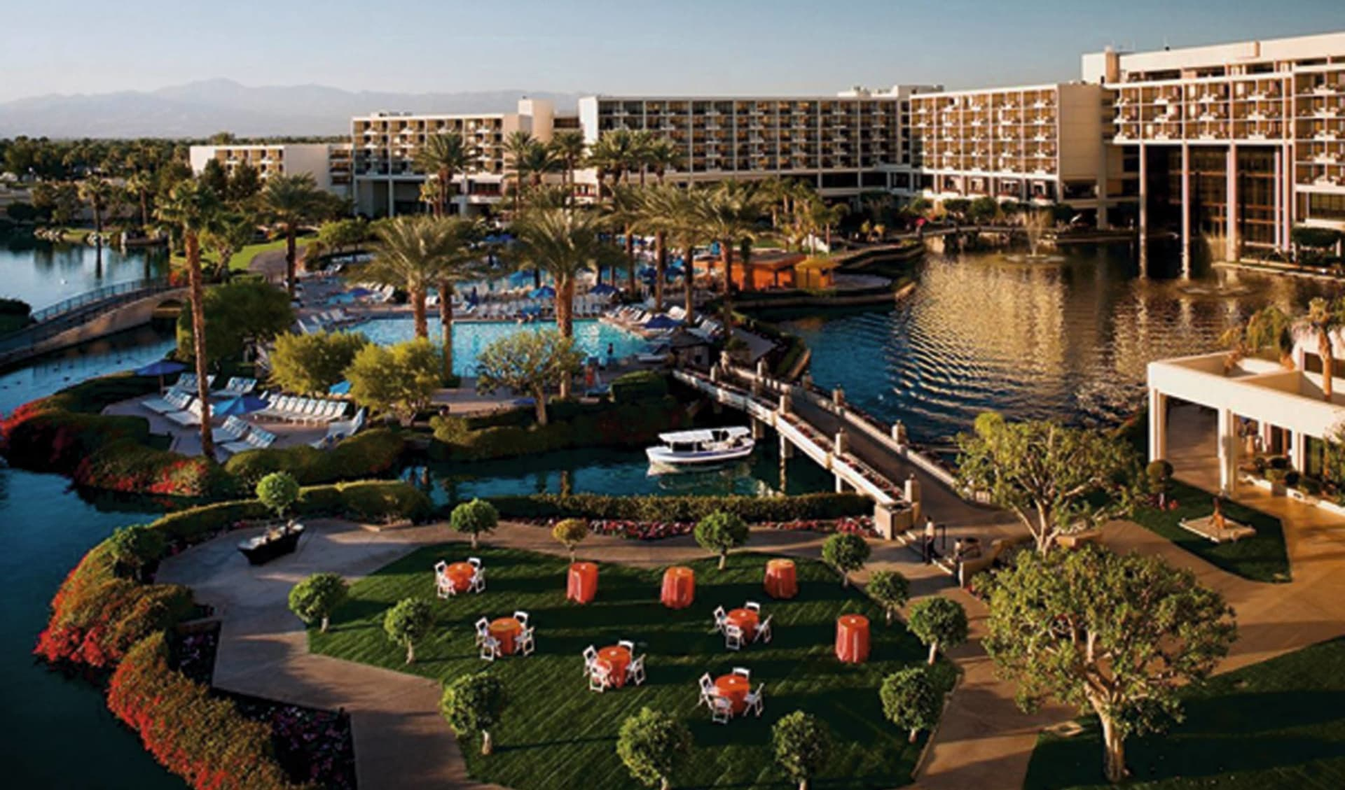 JW Marriott Desert Springs Resort & Spa in Palm Desert: exterior jw marriott desert springs resort gartenanlage hotel