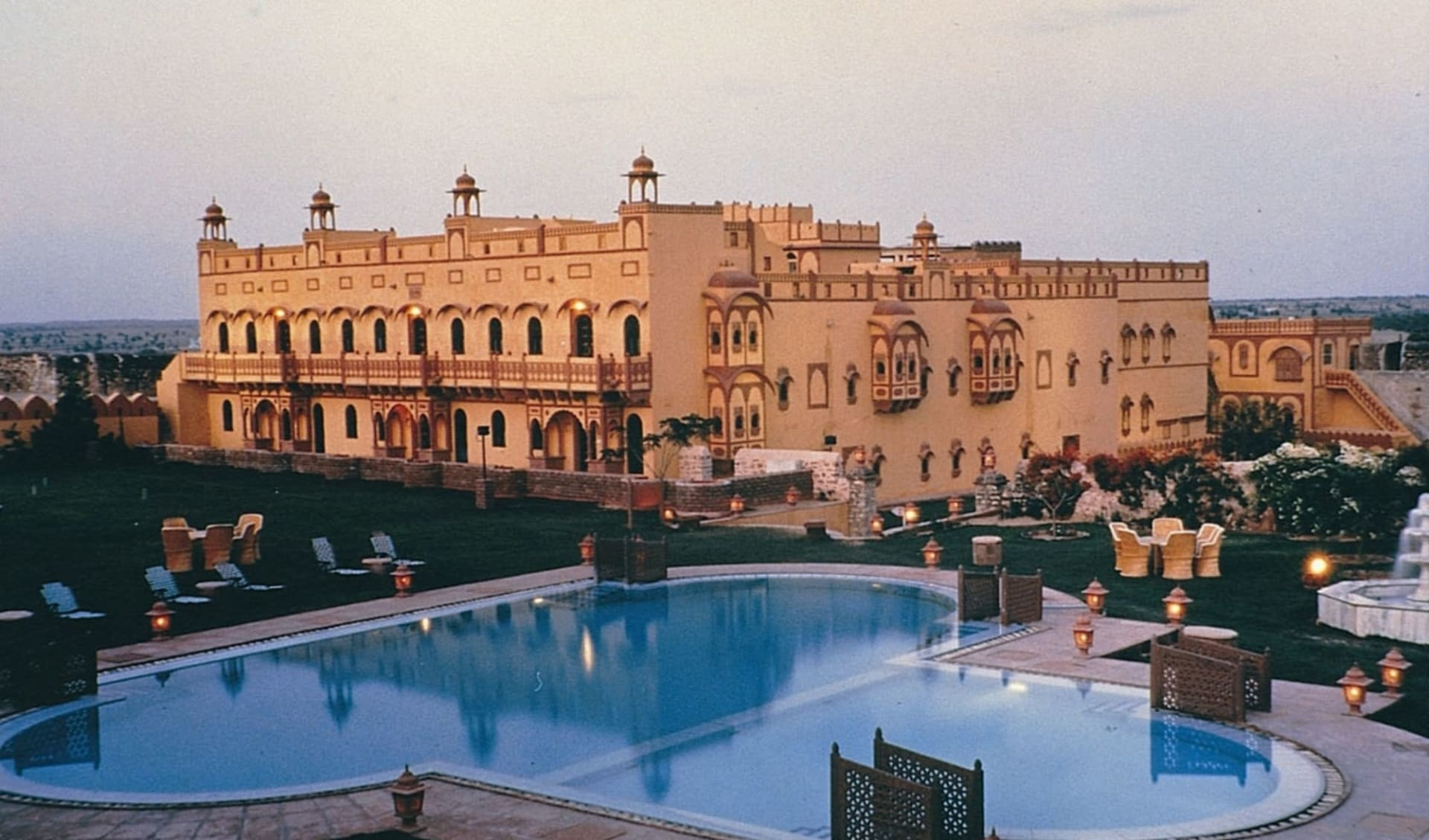 Palastromantik und Wüstenzauber ab Jodhpur: exterior: Khimsar Fort