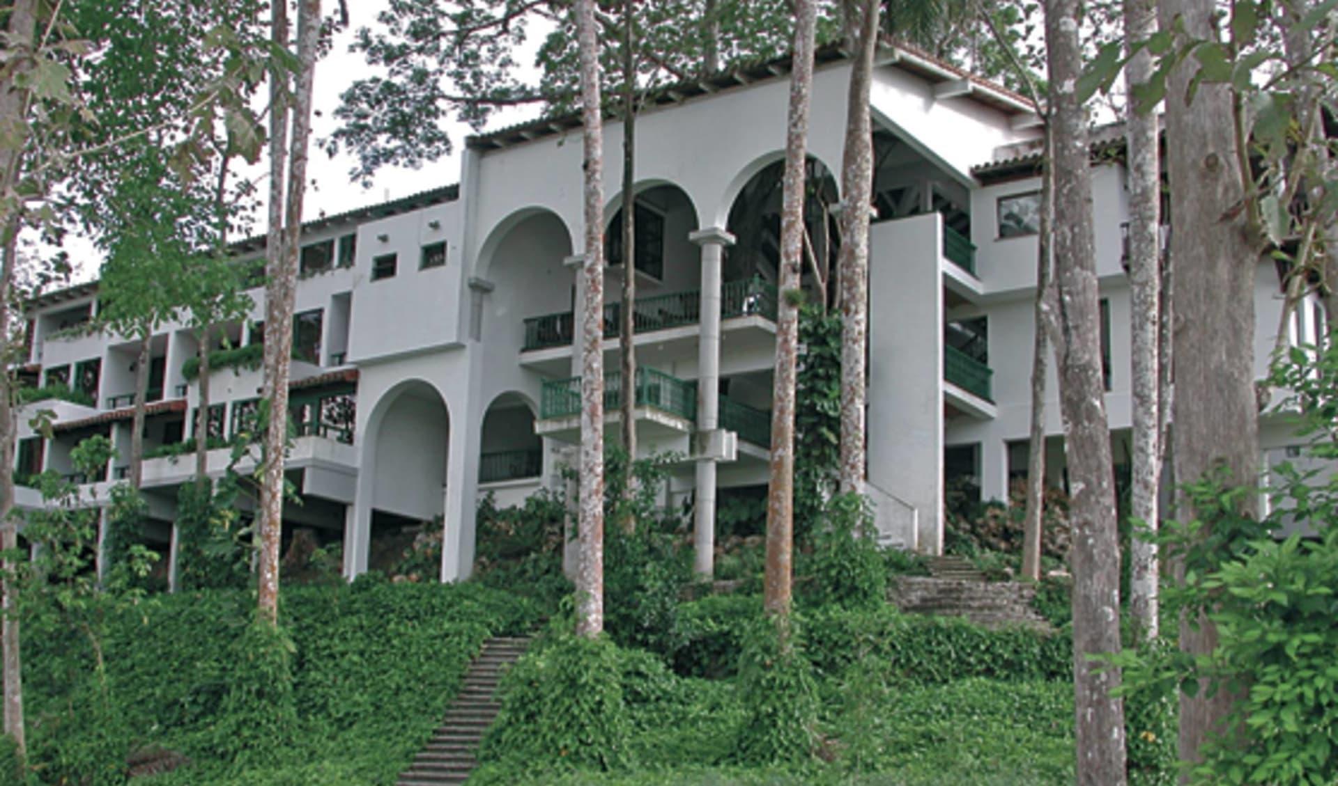 Hotel La Moka in Las Terrazas: exterior la moka hotel bäume