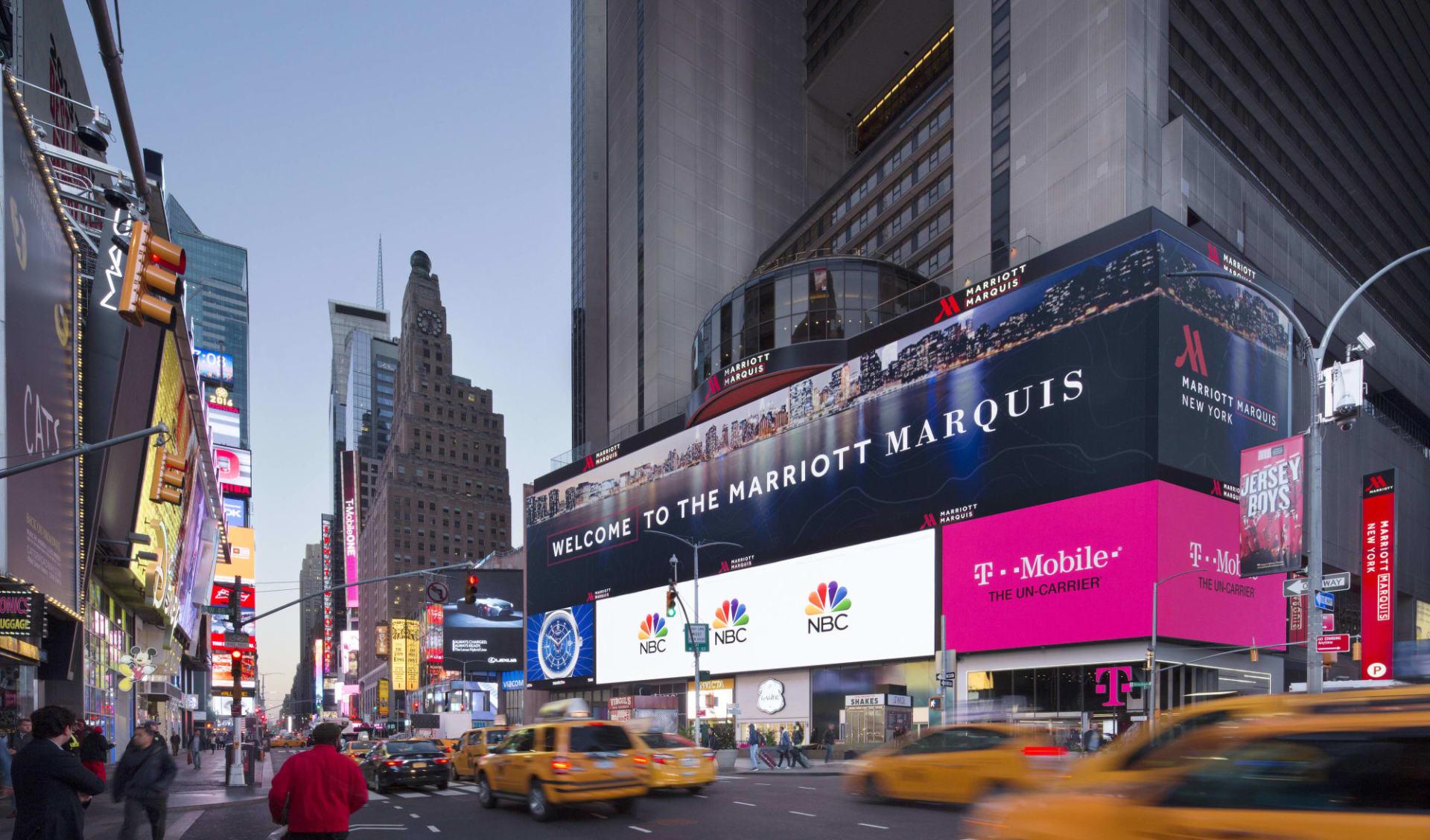 Marriott Marquis in New York - Manhattan: Marriott Marquis - Aussenansicht abends
