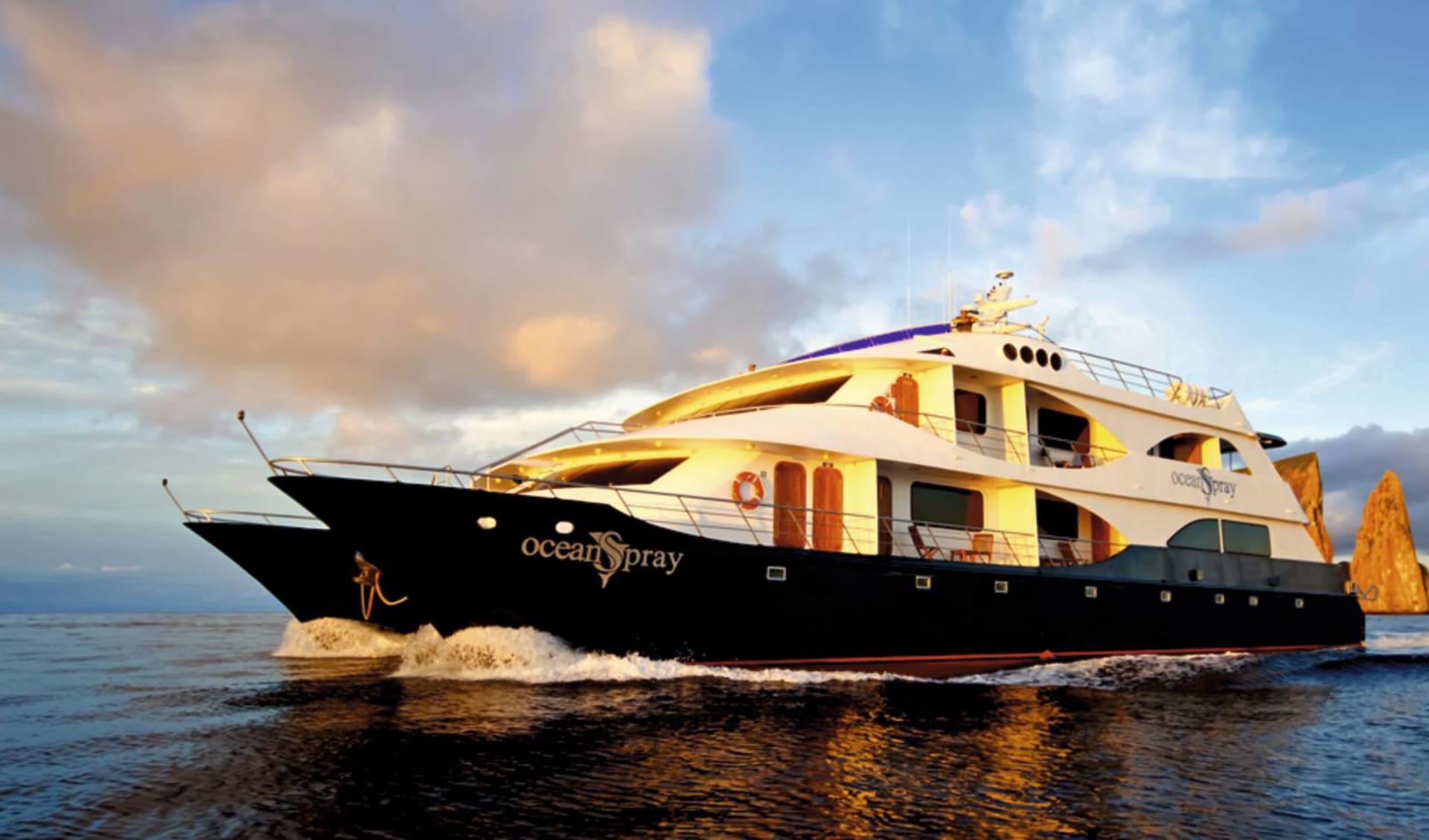 M/C Ocean Spray ab Kreuzfahrten: exterior: MC Ocean Spray auf See