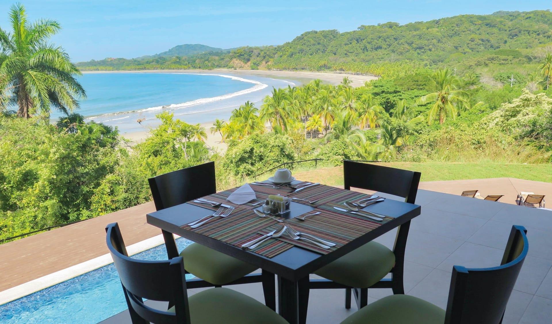 Nammbú Beachfront Bungalows in Playa Carillo:  Nammbu Hotel Costa Rica - Terrasse mit Meerblick c Latinconnect