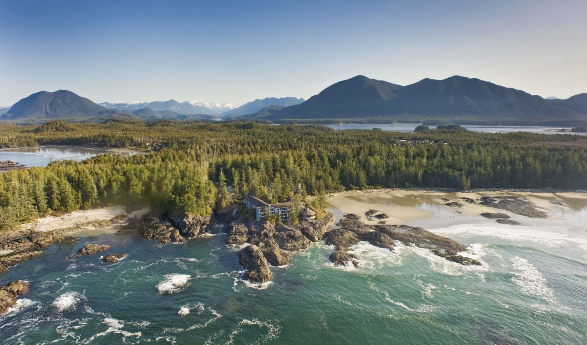 The Wickaninnish Inn in Tofino:  natur_The Wickaninnish Inn_AerialViewResort_cChrisPouget