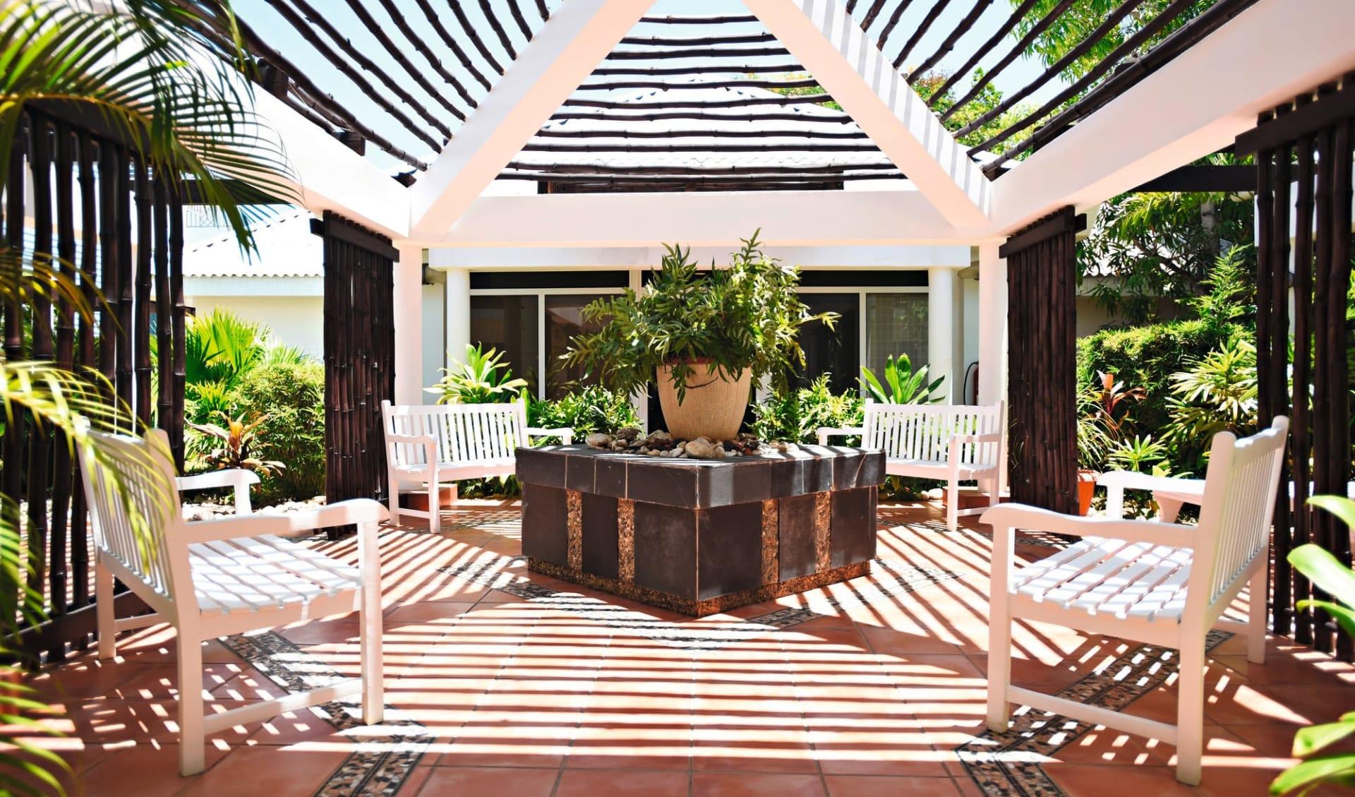 Royalton Hicacos in Varadero: exterior Royalton Hicacos - Garden, Sitting Area, Lounge - Latinconnect