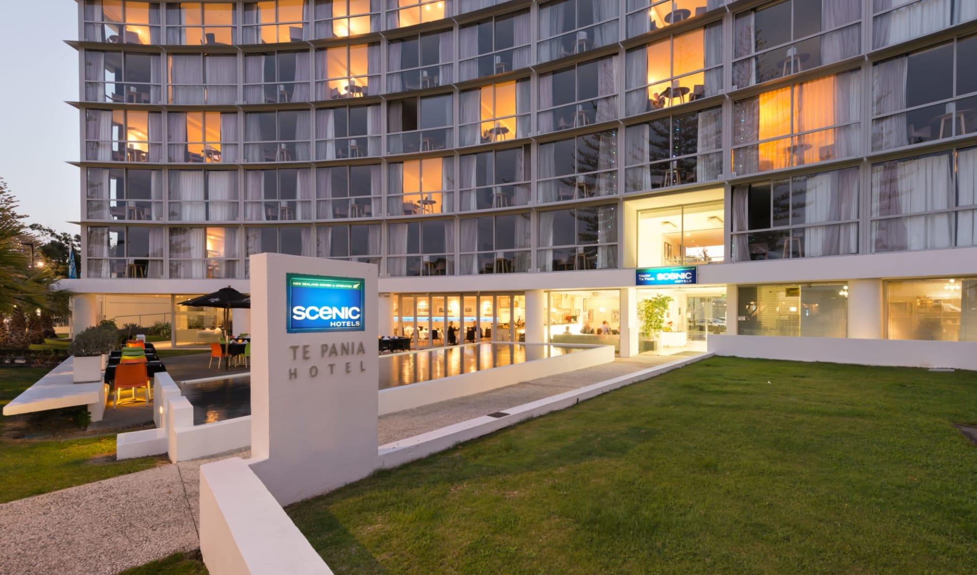 Scenic Hotel Te Pania in Napier: Exterior Scenic Hotel Te Pania - Eingang  c Scenichotelgroup