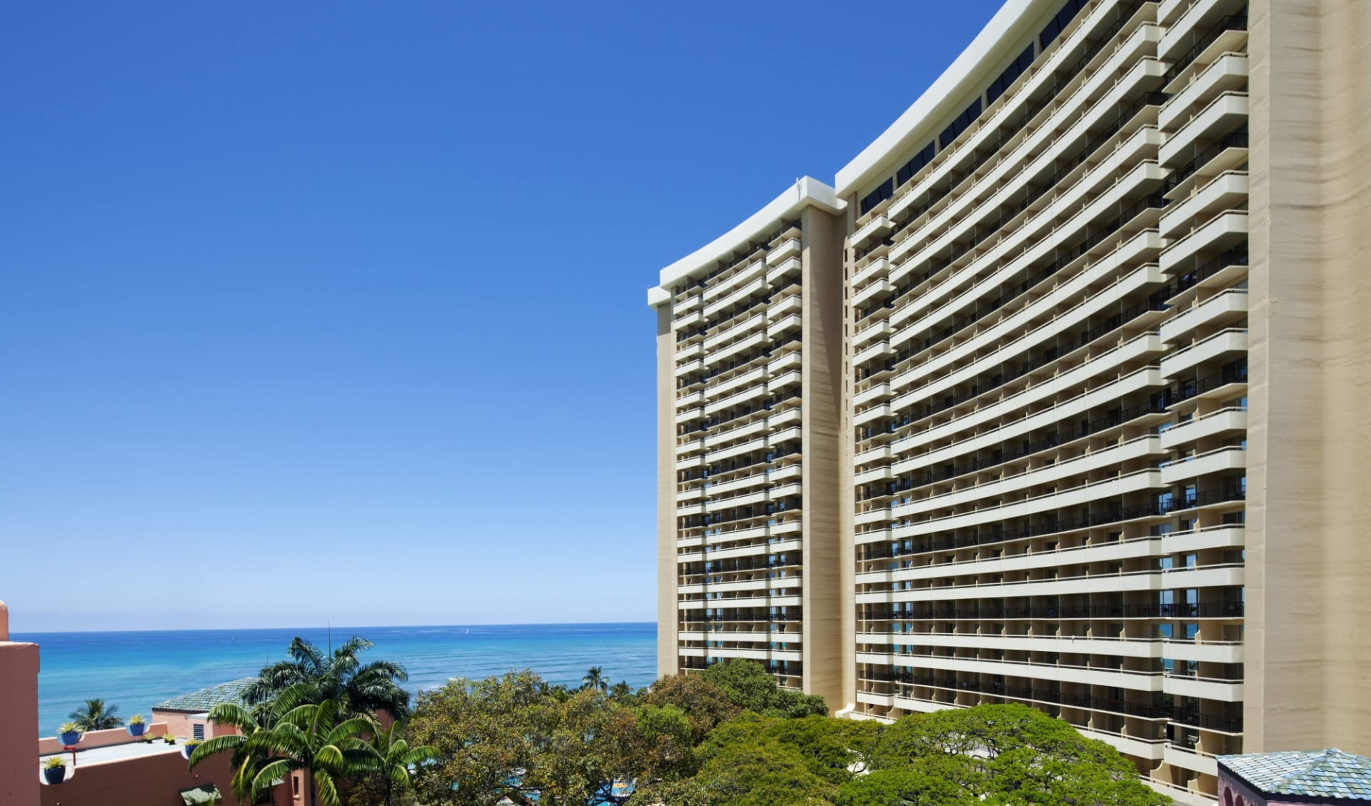 Sheraton Waikiki in Honolulu - Oahu: Exterior_Sheraton Waikiki_Aussenansicht bei Tag_ATI