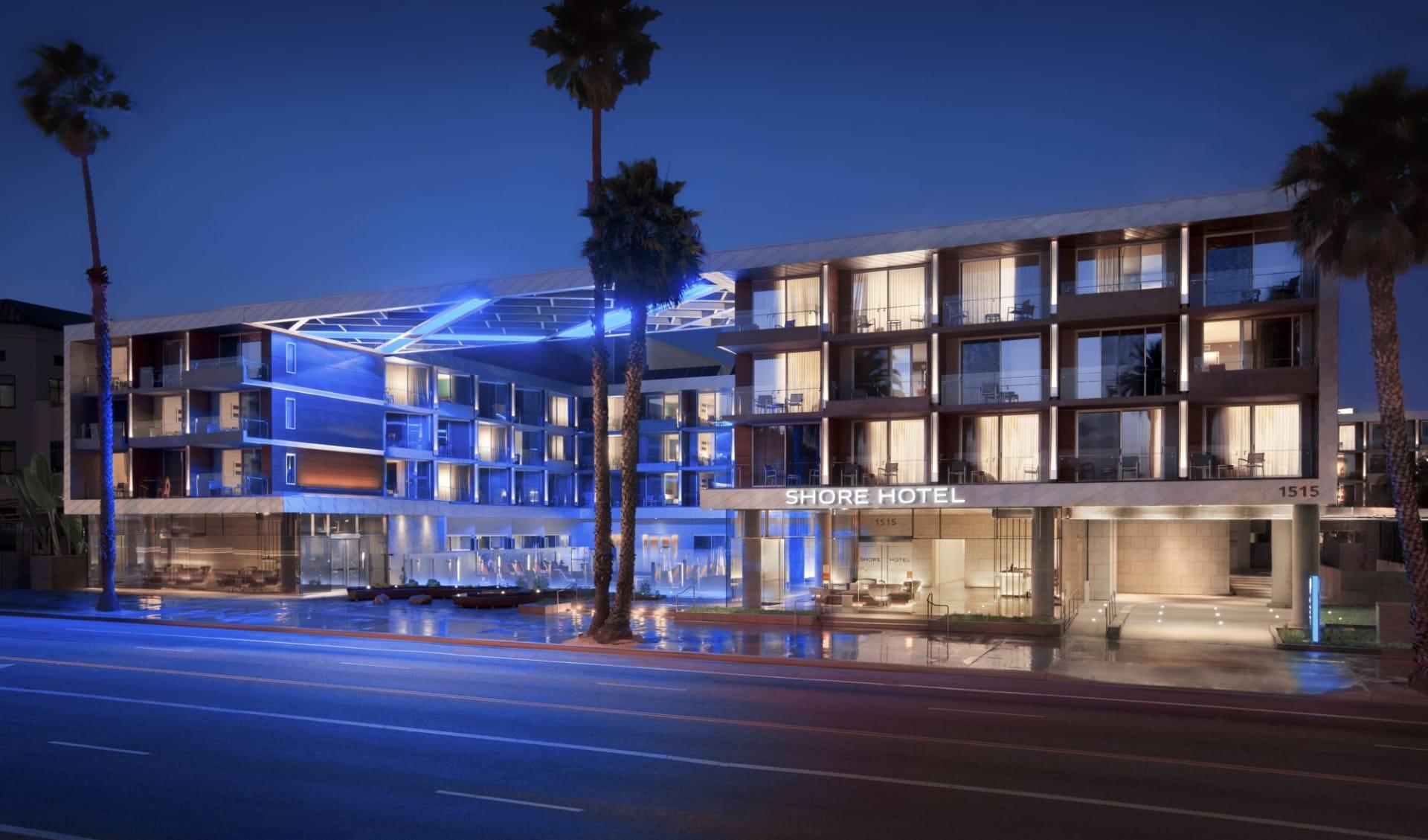 Shore Hotel in Santa Monica:  Shore Hotel - Aussenansicht bei Nacht
