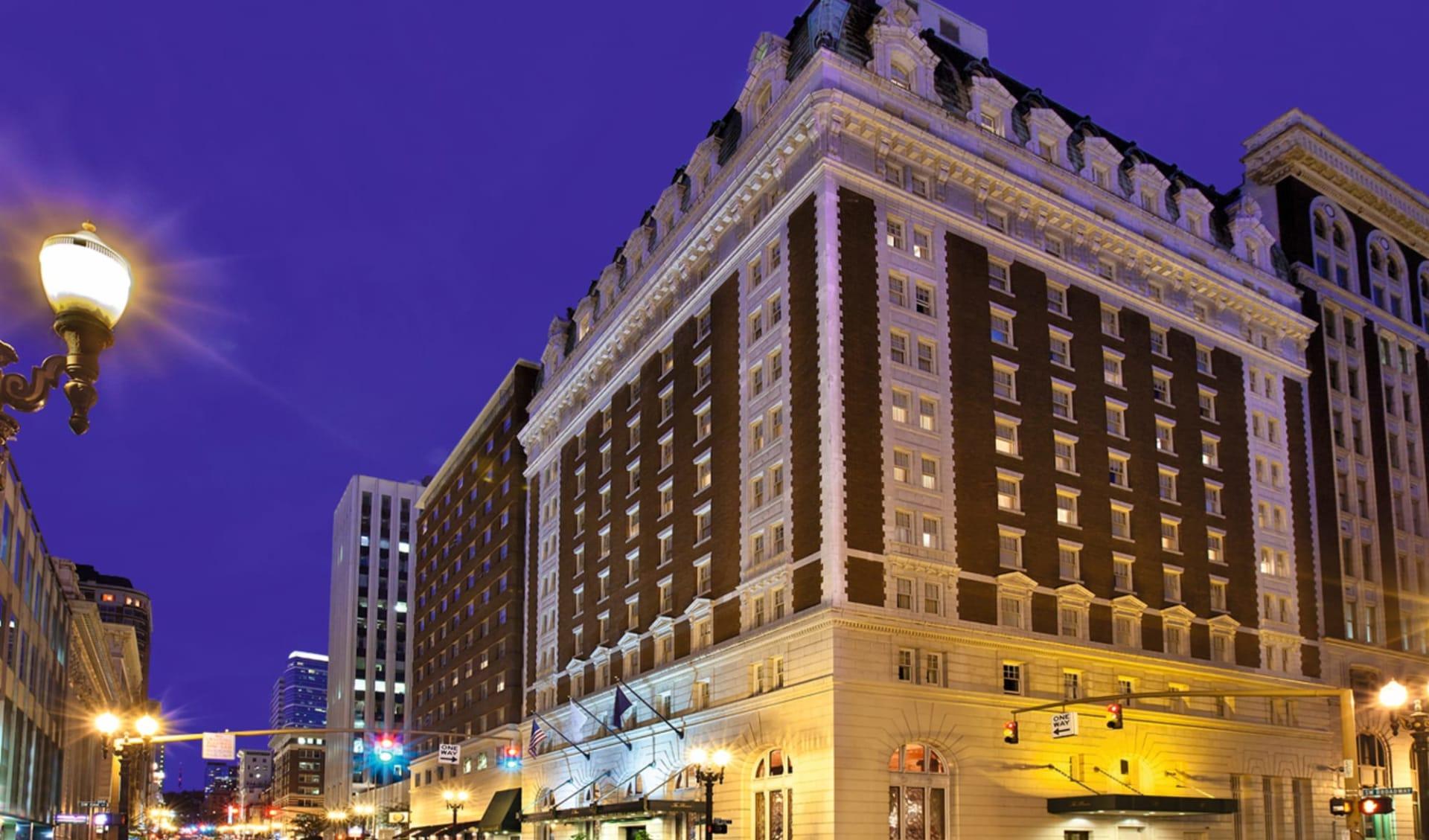 The Benson Hotel in Portland: exterior the benson hotel strassensicht strasse auto