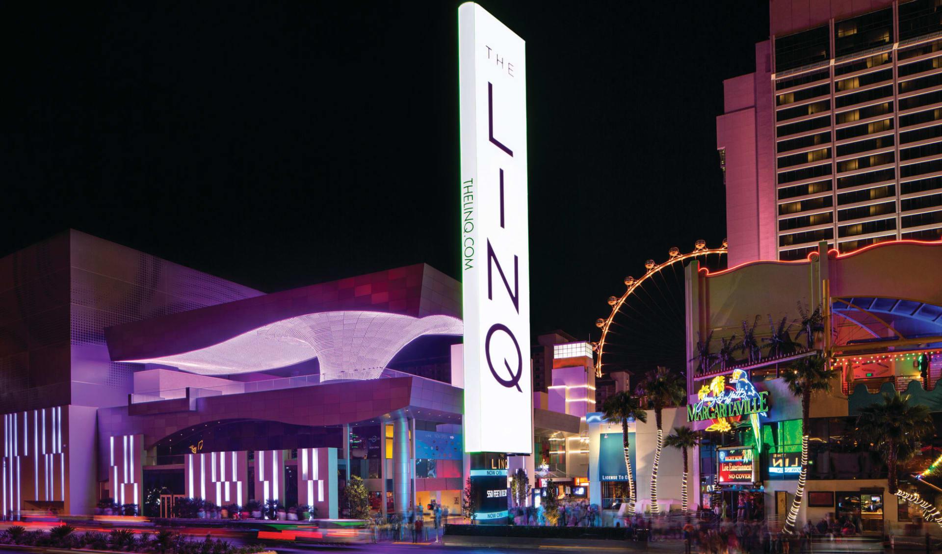 The Linq Hotel & Casino in Las Vegas:  The Linq - Aussenansicht bei Nacht