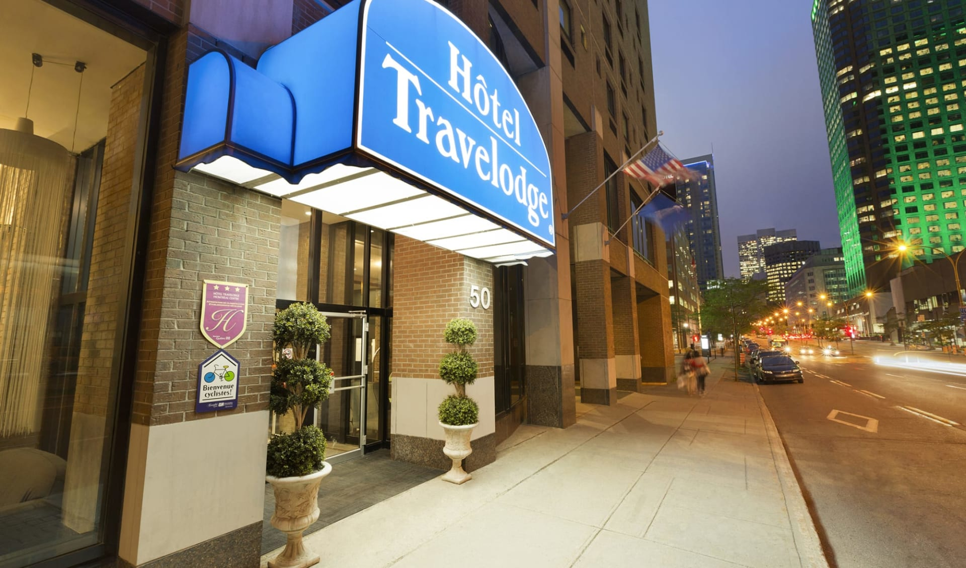 Travelodge Hotel by Wyndham Montreal Centre in Montréal:  Travelodge Montréal Centre_MainEntrance