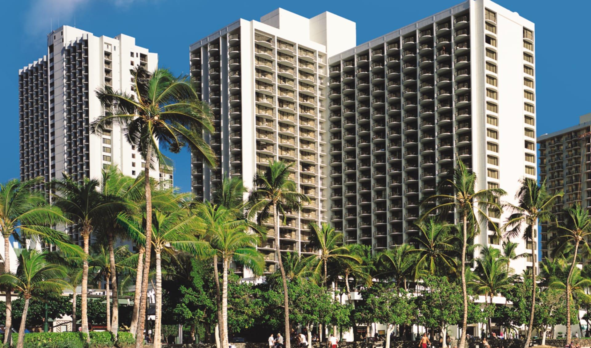 Waikiki Beach Marriott Resort & Spa in Honolulu - Oahu: exterior waikiki beach marriott resort and spa strand palmen