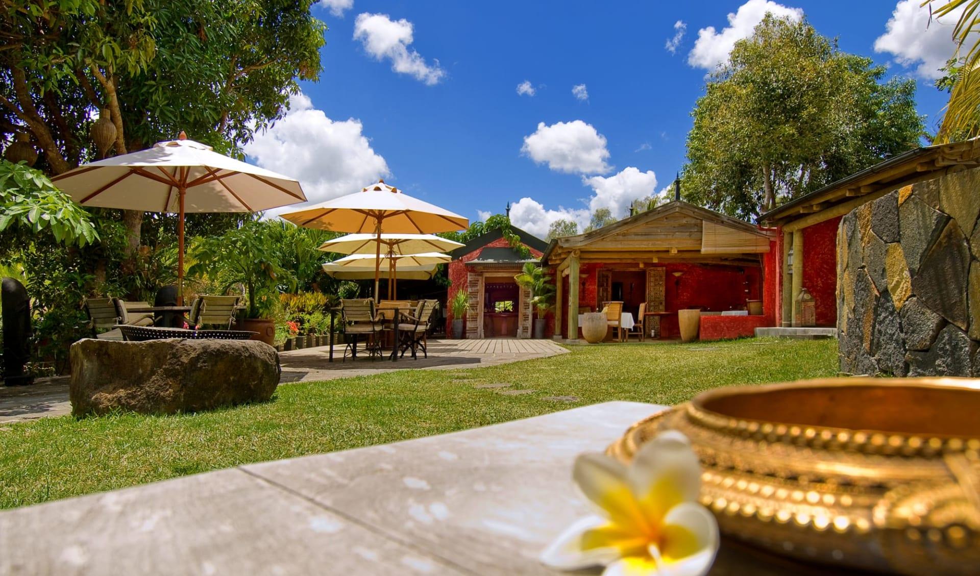 Lakaz Chamarel Exclusive Lodge: 2 Garden restaurant view