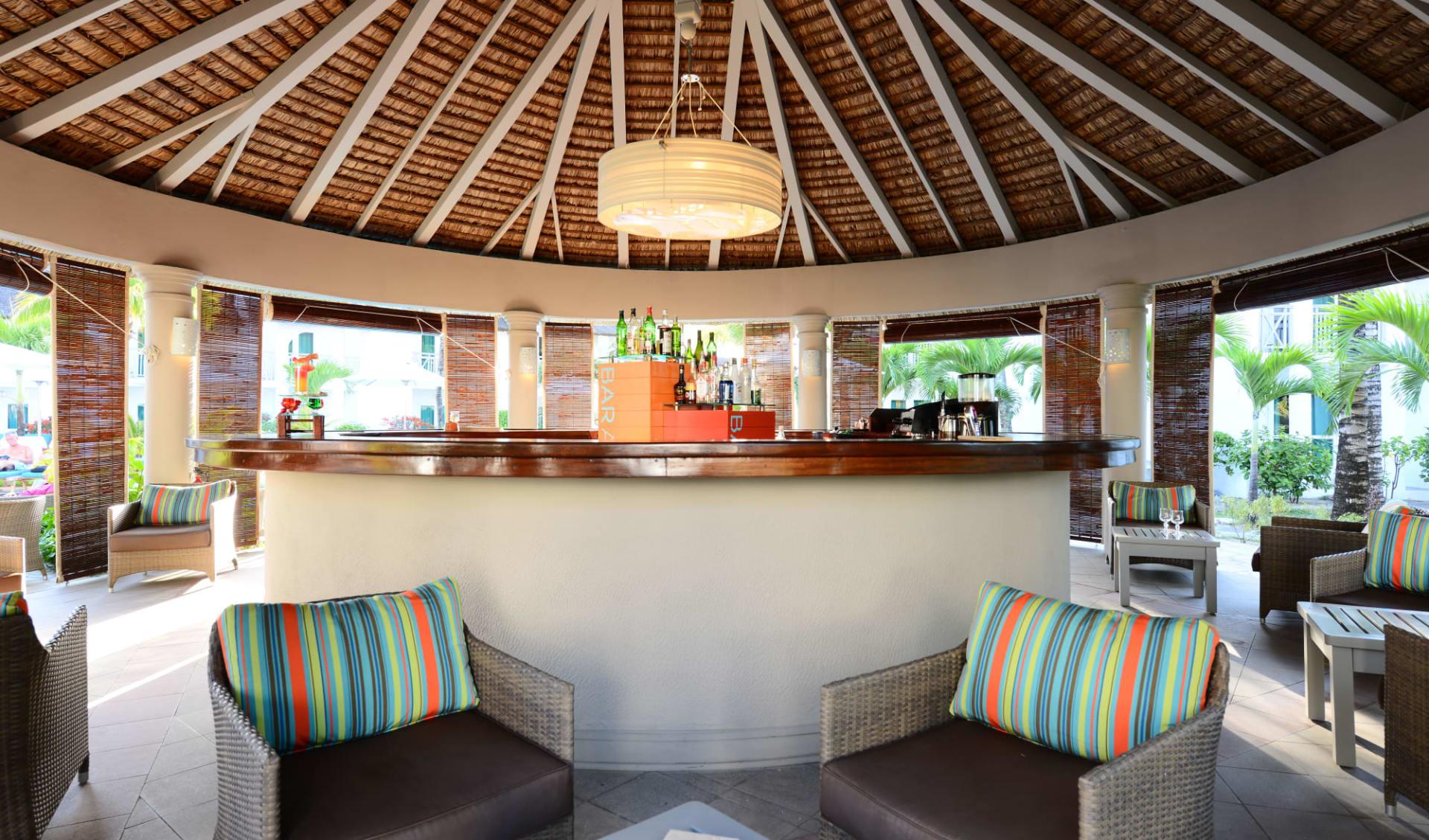 Veranda Palmar Beach in Belle Mare:  Baracuda Bar
