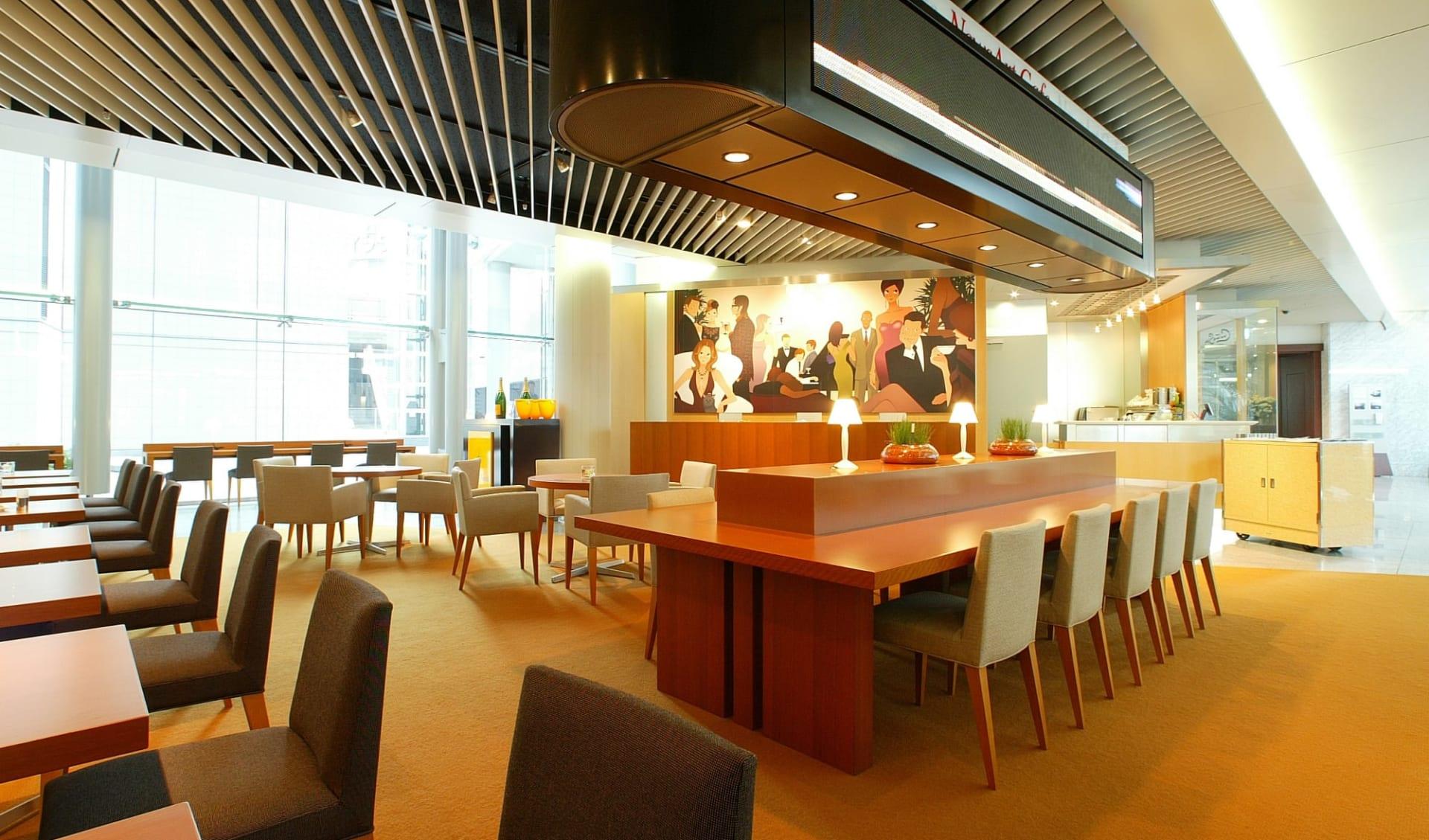 Park Hotel Tokyo in Tokio: News Art Cafe