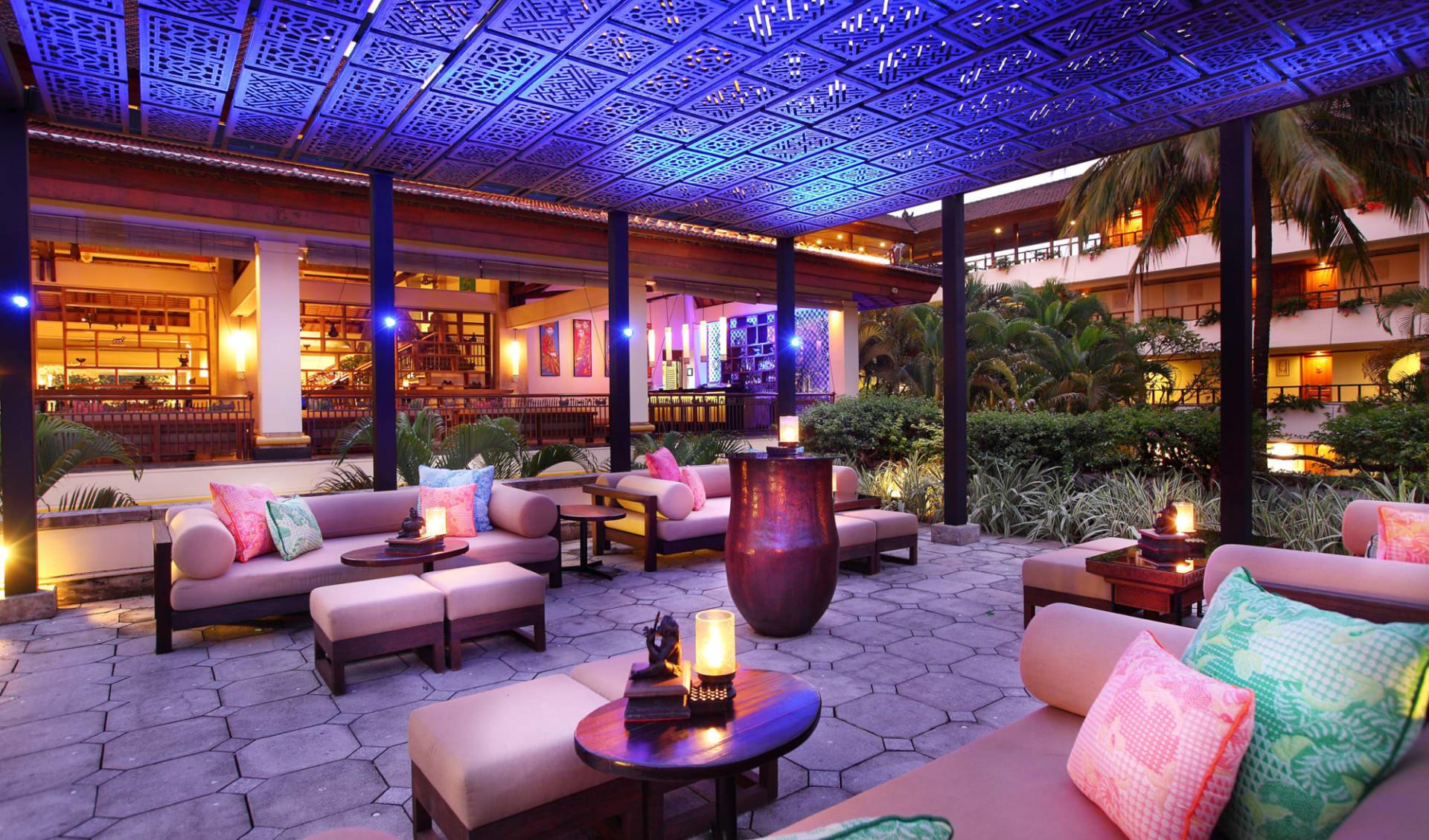 Nusa Dua Beach Hotel & Spa in Südbali: The Lobby Bar Terrace