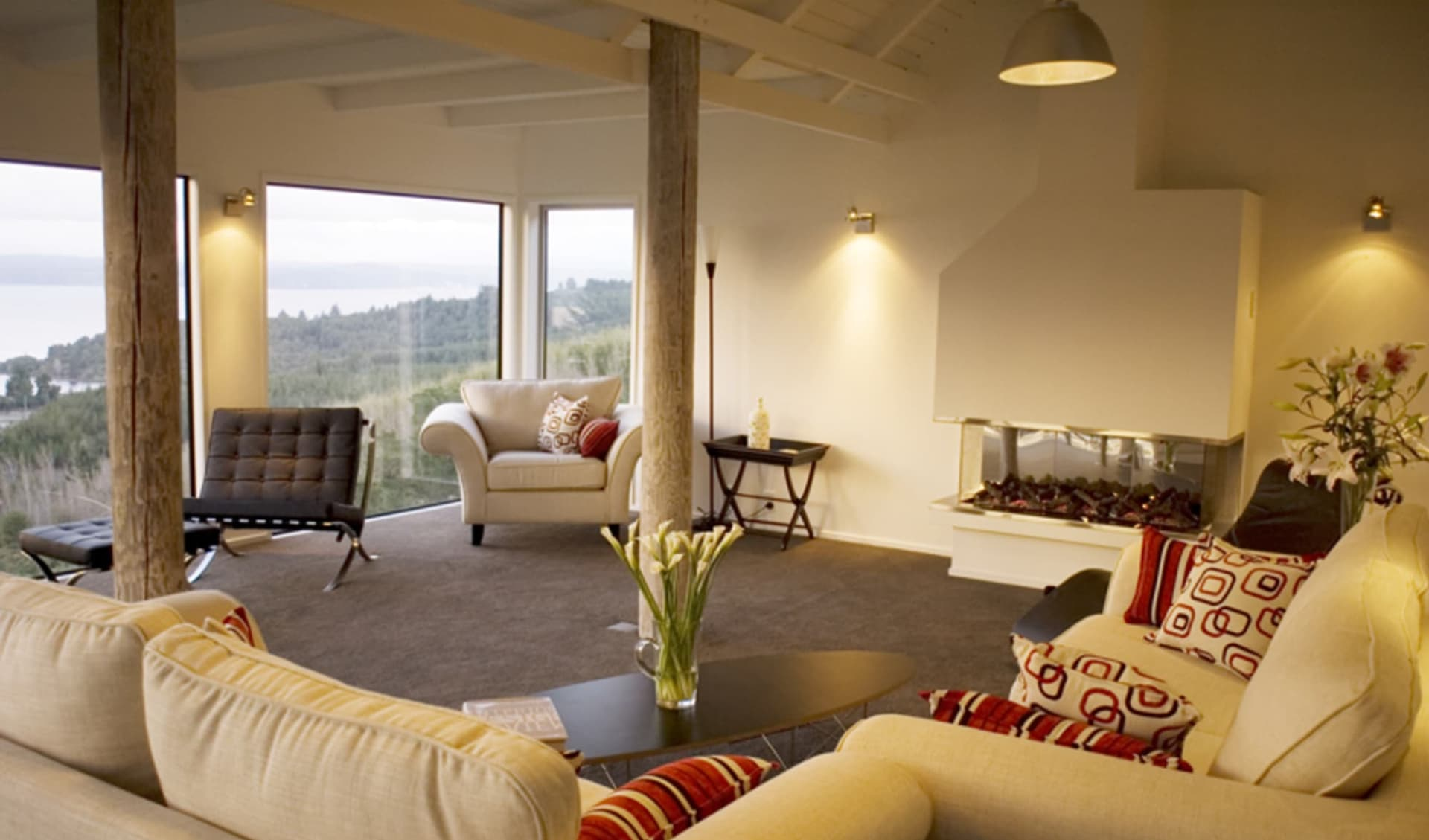 Acacia Cliffs Lodge in Taupo:  8.Relax and unwind in the guest lounge