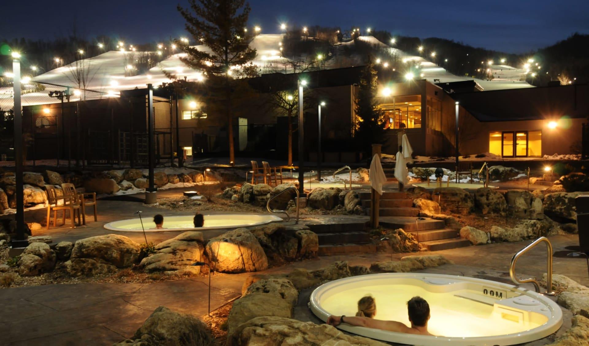 Blue Mountain Inn:  Blue Mountain Inn_Exterior&HotTubs