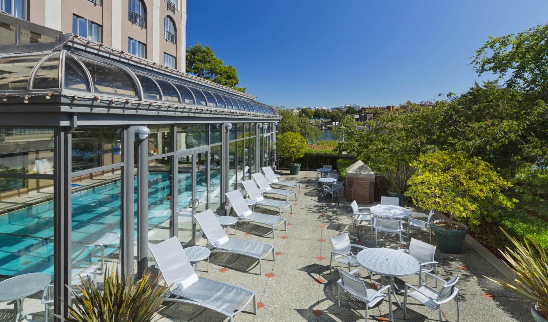 Delta Victoria Ocean Pointe Resort & Spa:  Delta Victoria Ocean Point Resort&Spa_PoolPatio
