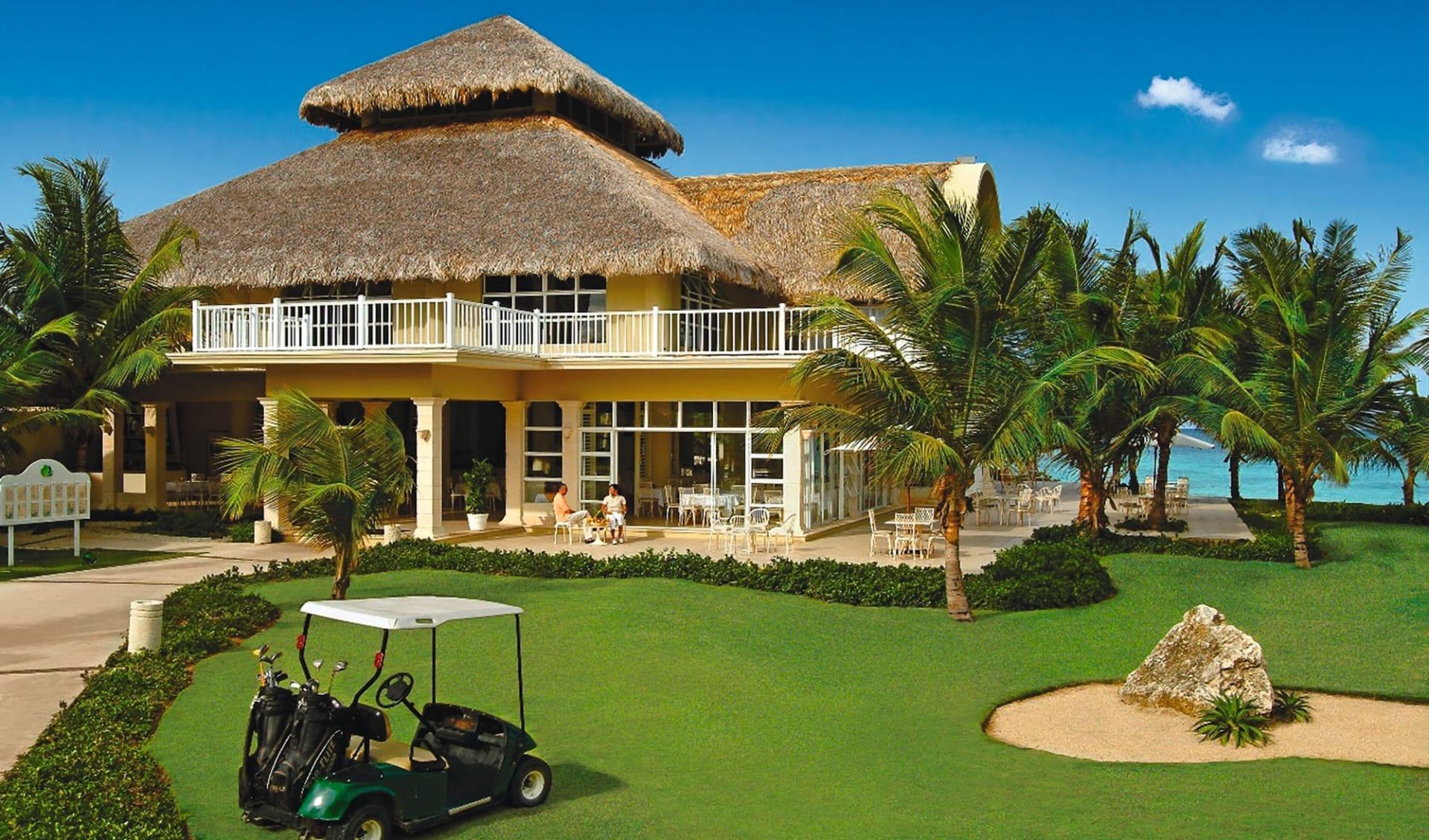 Tortuga Bay Resort in Punta Cana:  Exterior Tortuga Bay - Restaurant and lobby building c Hotel
